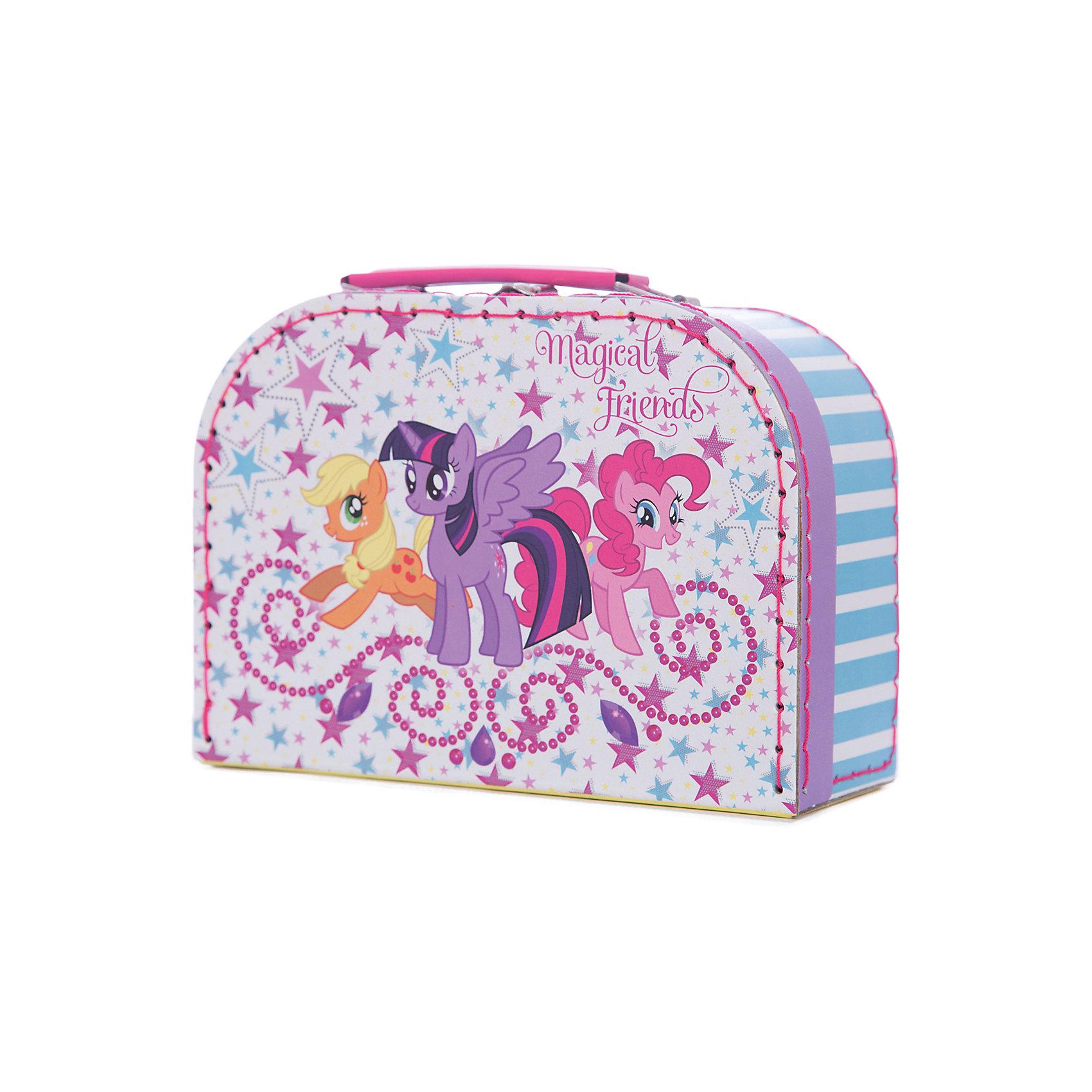 Шьем сумочку Пинки Пай, My Little PonyРукоделие<br>Набор Шьем сумочку Пинки Пай, My Little Pony (Мой маленький пони) отлично подойдет для самых юных рукодельниц, которые только начинают осваивать увлекательное искусство шитья. Каждая деталь из фетра перфорирована таким образом, чтобы девочка могла очень легко сшить их безопасной иголкой. Используя подробную инструкцию, она легко сможет сделать оригинальную круглую сумочку с ручками с изображением задорной Пинки Пай. Презентабельная упаковка в виде чемоданчика делает набор роскошным подарком.<br><br>Комплектация: фетровые детали, безопасная игла, нитки, текстильные заготовки для ручек, пайетки<br><br>Дополнительная информация:<br>-Серия: Мой маленький пони: Дружба – это чудо<br>-Вес в упаковке: 175 г<br>-Размеры в упаковке: 200х80х145 мм<br>-Материалы: фетр, пластик, картон, металл<br>-Упаковка: сумка с ручкой<br><br>Творческий набор станет замечательным подарком всем поклонницам мультсериала «Дружба – это чудо!», а также всем девочкам, которые мечтают научиться шить!<br><br>Шьем сумочку Пинки Пай, My Little Pony (Май литл Пони) можно купить в нашем магазине.<br><br>Ширина мм: 200<br>Глубина мм: 80<br>Высота мм: 145<br>Вес г: 175<br>Возраст от месяцев: 60<br>Возраст до месяцев: 144<br>Пол: Женский<br>Возраст: Детский<br>SKU: 4035254