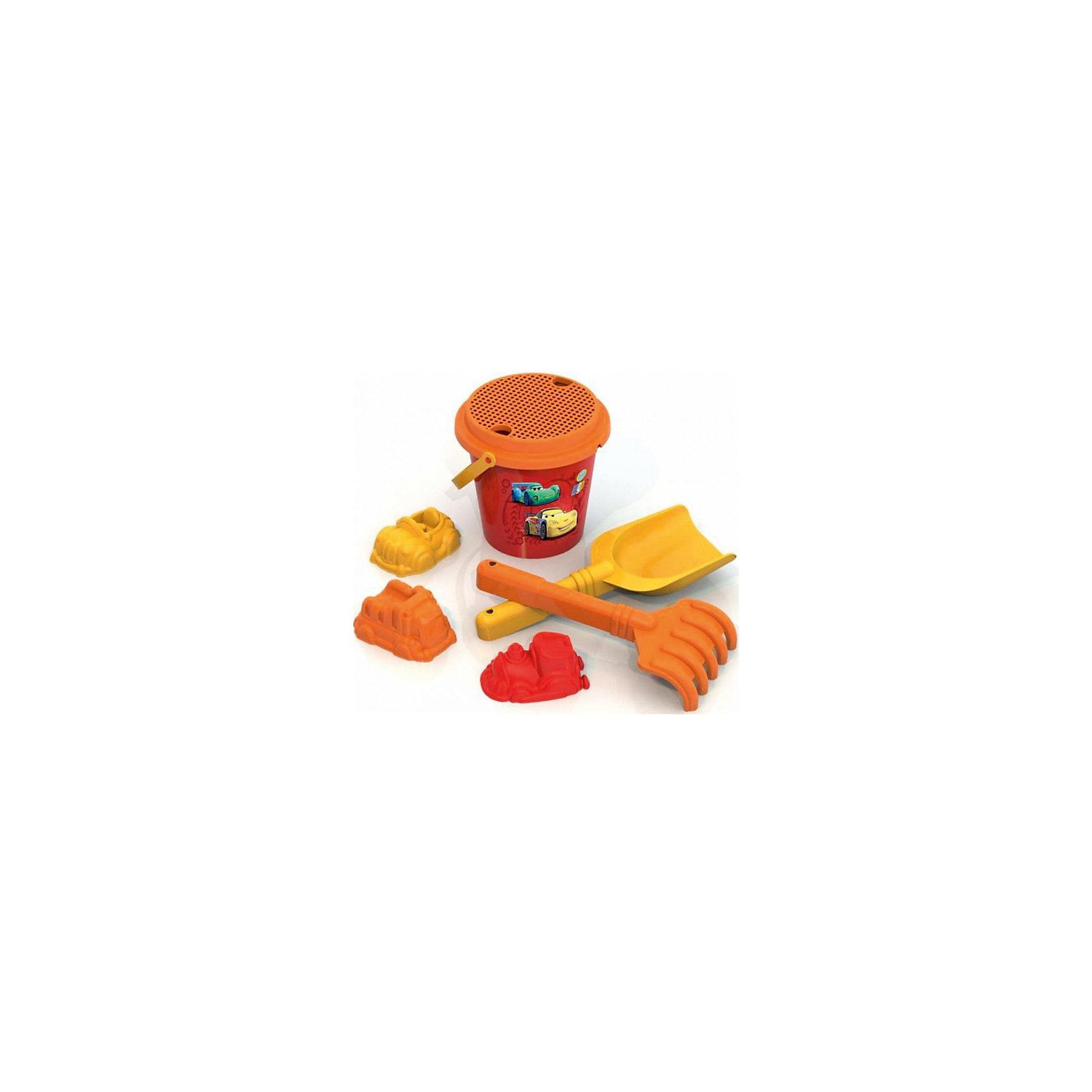 Набор для песка №2, Тачки, Играем вместеНабор для песка №2, Тачки, Играем вместе - это радость и забава для летних развлечений.<br>Набор для веселого времяпровождения в песочнице, на пляже или на даче выполнен в стиле мультфильма Тачки. Он включает разнообразные предметы, которые превратят игру в крайне увлекательный и захватывающий процесс! В наборе есть ведерко, украшенное яркой цветной наклейкой с изображением тачек. Малыш с удовольствием будет копаться в песочке совком и рыхлить его грабельками, просеивать песочек от камушков через сито. Он сможет построить из песка целый автопарк с помощью формочек-автомобилей. Игровые предметы изготовлены из прочного разноцветного пластика, абсолютно безопасного для здоровья ребенка.<br><br>Дополнительная информация:<br><br>- В наборе: ведро, совок, грабли, 3 формочки, сито<br>- Материал: пластик<br>- Цвет: желтый, красный, оранжевый<br>- Размер упаковки: 18 х 22 х 13 см.<br>- Вес: 190 гр.<br><br>Набор для песка №2, Тачки (Cars) Играем вместе можно купить в нашем интернет-магазине.<br><br>Ширина мм: 180<br>Глубина мм: 220<br>Высота мм: 130<br>Вес г: 190<br>Возраст от месяцев: 12<br>Возраст до месяцев: 48<br>Пол: Мужской<br>Возраст: Детский<br>SKU: 4046457
