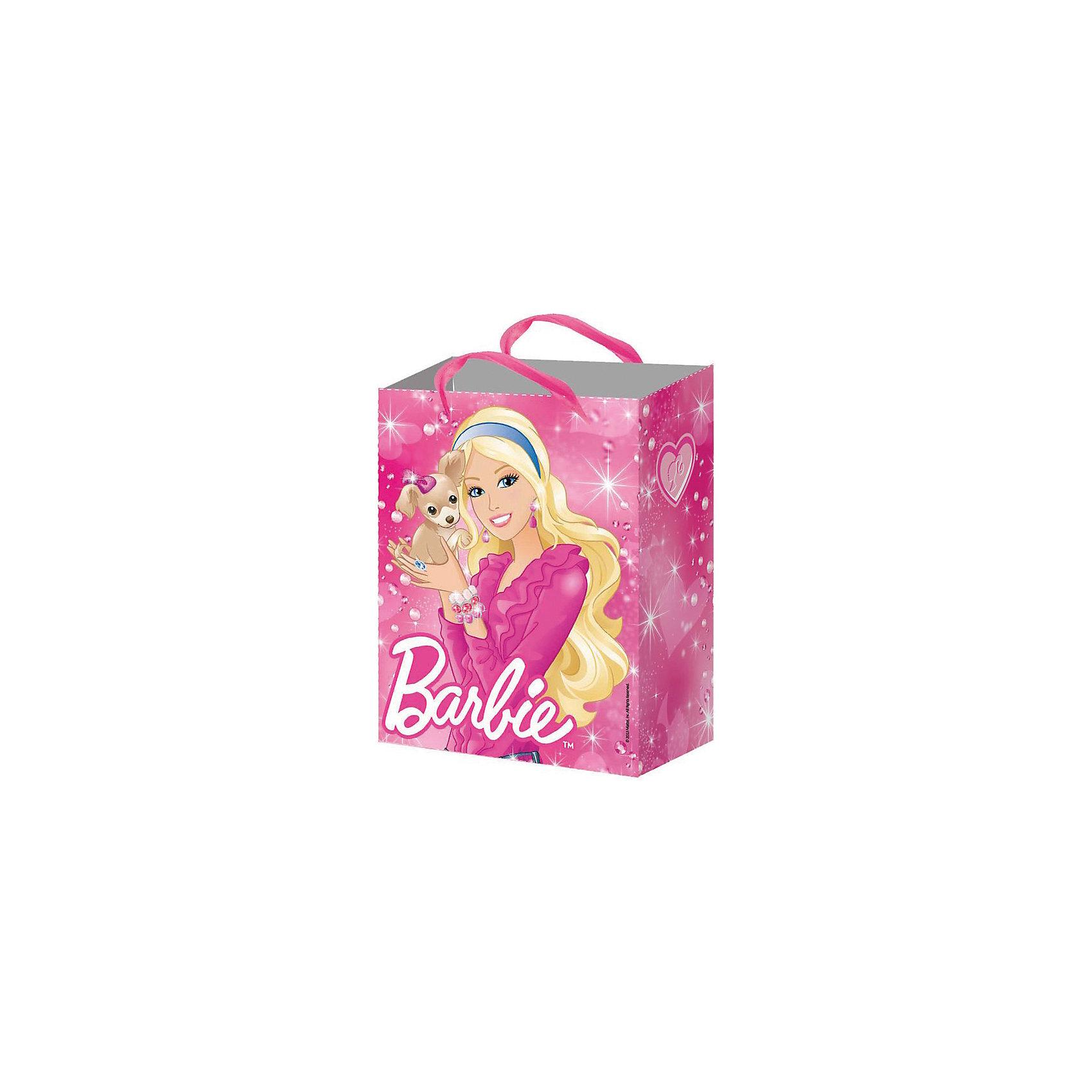 Подарочный пакет Барби 23*18*10 смПодарочный пакет Барби (Barbie) станет замечательным аксессуаром для детского праздника или тематической вечеринки. С его помощью Вы сможете красиво оформить подарок, памятный сувенир или сюрприз для конкурса. Пакет ярко-розовой расцветки  и двумя ленточными ручками украшен изображением популярной красавицы Барби и ее питомца - забавной собачки. С двух сторон пакета разные рисунки.<br><br>Дополнительная информация:<br><br>- Материал: бумага. <br>- Размер пакета: 23 х 18 х 10 см.<br>- Размер в свернутом виде: 23 х 18 х 0,2 см.<br>- Вес: 40 гр.<br><br>Подарочный пакет Барби можно купить в нашем интернет-магазине.<br><br>Ширина мм: 230<br>Глубина мм: 180<br>Высота мм: 100<br>Вес г: 40<br>Возраст от месяцев: 36<br>Возраст до месяцев: 108<br>Пол: Женский<br>Возраст: Детский<br>SKU: 4046820