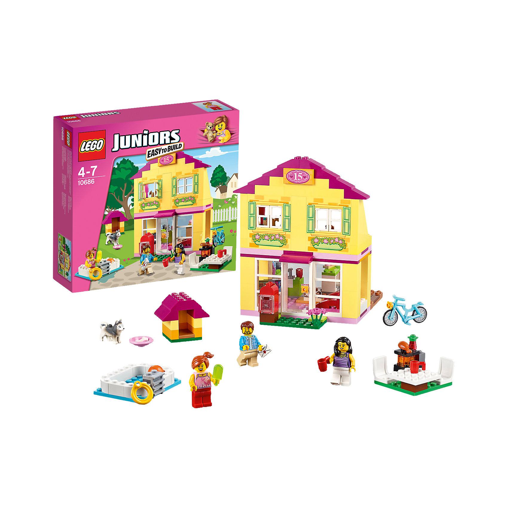 LEGO Juniors 10686: Семейный домикКонструктор LEGO Juniors (ЛЕГО Джуниорс) 10686: Семейный домик - будет очень интересен как мальчишкам, так и девчонкам. Создайте увлекательный мир, полный радостных событий. Жизнь в ярком двухэтажном семейном домике всегда очень насыщенная. В доме оборудована прекрасная гостиная с кухней. Там можно сытно поесть после прогулки на велосипеде, а вечером вместе поваляться на диване. На улице в уютной будке живет щенок - любимец всей семьи. А в жару можно устроить пикник прямо на свежем воздухе: искупаться в бассейне, поиграть в мяч и устроить барбекю. Строя дом и создавая интересные ситуации, ребёнок в увлекательной игровой форме развивает фантазию, мелкую моторику и координацию движений. Ребенок сможет придумать множество увлекательных сюжетов с деталями набора LEGO Juniors (ЛЕГО Джуниорс) 10686: Семейный домик. Подключайте фантазию и Вам никогда не будет скучно в компании LEGO (ЛЕГО)!<br><br>Конструкторы LEGO Juniors (ЛЕГО Джуниорс) - специально разработаны для детей от 4 до 7 лет. Размер кубиков и деталей соответствует обычным размерам. При этом наборы очень просты в сборке. Понятные инструкции позволяют детям быстро получить результат и приступить к игре. Конструкторы этой серии прекрасно детализированы, яркие, прочные, имеют множество различных сюжетов - идеально подходят для реалистичных и познавательных игр.<br><br>Дополнительная информация:<br><br>- Игра с конструктором  LEGO (ЛЕГО) развивает мелкую моторику ребенка, фантазию и воображение, учит его усидчивости и внимательности;<br>- В комплекте: 3 минифигурки (мама, папа, ребенок), собачка, велосипед, посуда, игрушки, множество тематических аксессуаров, детали набора; <br>- Количество деталей: 226 шт;<br>- Отлично подойдет для сюжетно-ролевых игр;<br>- Серия: LEGO Juniors (ЛЕГО Джуниорс);<br>- Материал: высококачественный пластик.<br><br>Конструктор LEGO Juniors (ЛЕГО Джуниорс) 10686: Семейный домик можно купить в нашем интернет-магазине.<br><br>Ширина мм: 285<br>Глубина мм: 26