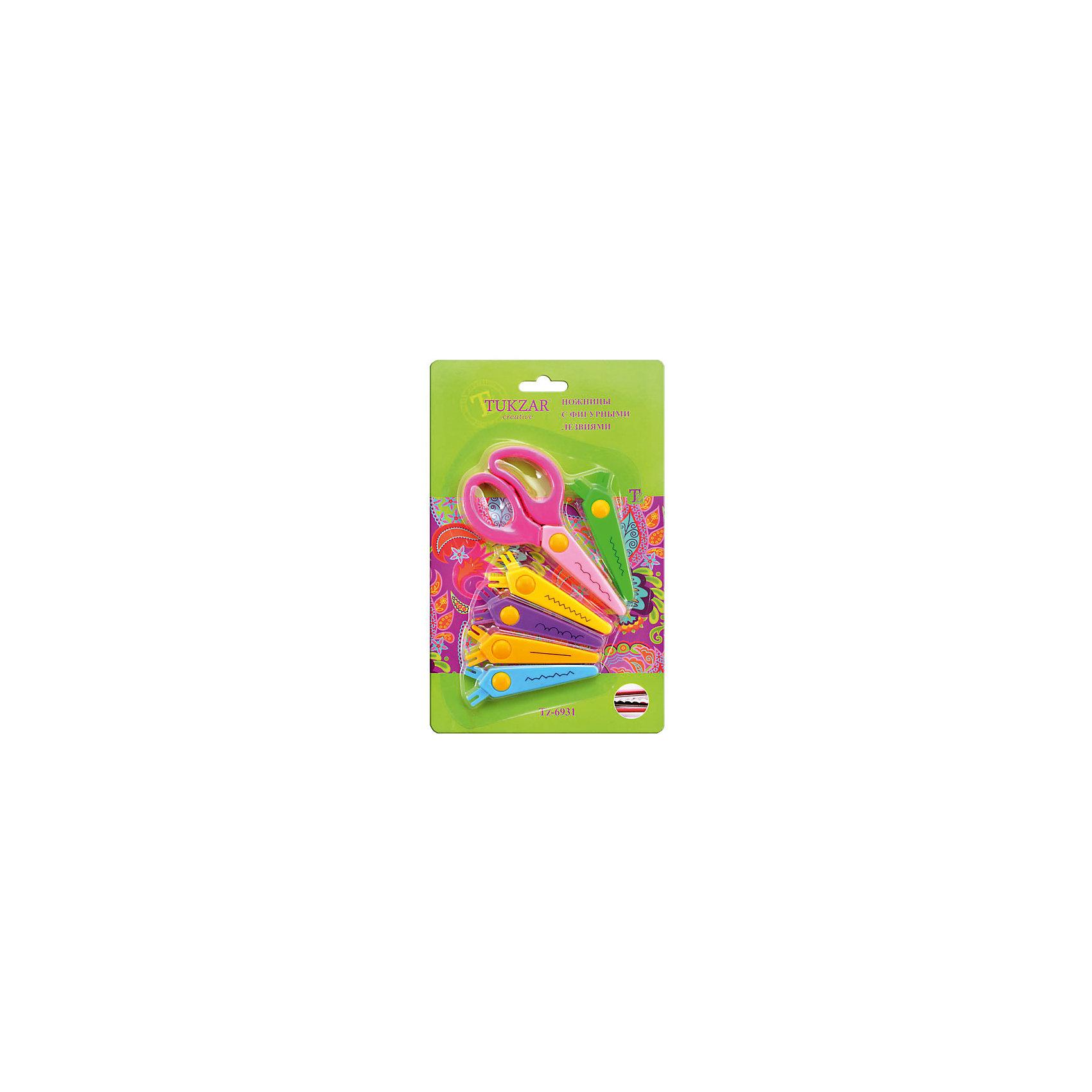 Ножницы с 5 сменными фигурными лезвиями в комплектеНожницы с 5 сменными фигурными лезвиями в комплекте – эти ножницы предназначены для детского творчества.<br>Чудо-ножницы с пятью сменными насадками помогут вырезать самые разнообразные узоры. Волнообразные, треугольные края – и это еще далеко не все возможные варианты! Ножницы позволяют декорировать края открыток, страницы фотоальбомов и других бумажных изделий. На корпус насадок нанесён пример линии разреза Насадки легко меняются и надёжно крепятся. Лезвия абсолютно безопасны для детей.<br><br>Дополнительная информация:<br><br>- В комплекте: 5 сменных лезвий<br>- Размер упаковки: 200х50х200 мм.<br><br>Ножницы с 5 сменными фигурными лезвиями в комплекте можно купить в нашем интернет-магазине.<br><br>Ширина мм: 200<br>Глубина мм: 50<br>Высота мм: 200<br>Вес г: 500<br>Возраст от месяцев: 72<br>Возраст до месяцев: 144<br>Пол: Унисекс<br>Возраст: Детский<br>SKU: 4051919
