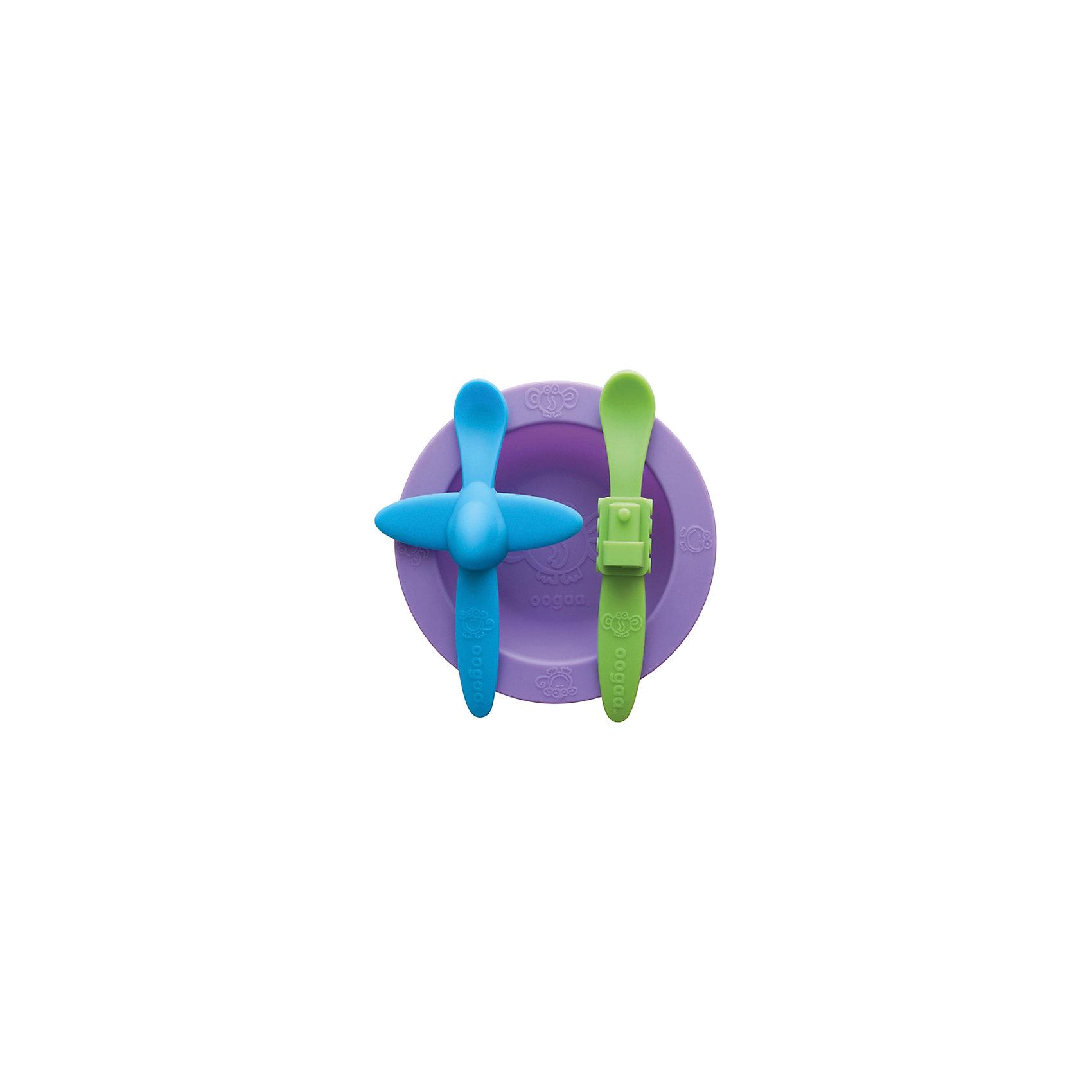 Набор посуды, Oogaa, фиолетоыйВ ярком Наборе посуды: тарелка, ложка Самолет, ложка Поезд из силикона есть фиолетовая тарелка, ложка голубого цвета с самолетиком посередине ручки, а также зеленая ложка с поездом на рукоятке. Комплект из двух ложек будет очень удобен в поездках и на прогулках, например, если Ваш малыш уронит одну ложечку, то в запасе всегда будет вторая. С набором удобной посуды ребенку будет весело кушать, и он с удовольствием будет ждать новой порции от поезда и самолетика!<br><br>Характеристики:<br>-Изготовлены из высококачественного нетоксичного силикона, который не имеет запаха и вкуса, не выделяют химических веществ, не способствуют распространению бактерий<br>-Подходят для ручной мойки, посудомоечных машин и стерилизаторов, микроволновой печи<br>-Не имеют острых углов, не травмируют десны малыша <br>-Выполнены в ярком цвете и необычном дизайне, что позволяет превратить обычные завтрак или обед в забавную игру<br><br>Комплектация: фиолетовая тарелка, голубая ложка в форме самолета, зеленая ложка в форме поезда<br><br>Дополнительная информация:<br>-Цвет: фиолетовый, голубой, зеленый<br>-Размеры ложек: 18 см<br>-Размеры тарелки: 265 мл <br>-Вес в упаковке: 354 г<br>-Материалы: силикон<br><br>Набор силиконовой посуды в ярком и необычном дизайне поможет Вам занять ребенка, превратив кормление малыша в веселое приключение! <br><br>Набор посуды: тарелка, ложка Самолет, ложка Поезд можно купить в нашем магазине.<br><br>Ширина мм: 275<br>Глубина мм: 205<br>Высота мм: 31<br>Вес г: 354<br>Возраст от месяцев: 3<br>Возраст до месяцев: 36<br>Пол: Унисекс<br>Возраст: Детский<br>SKU: 4053701