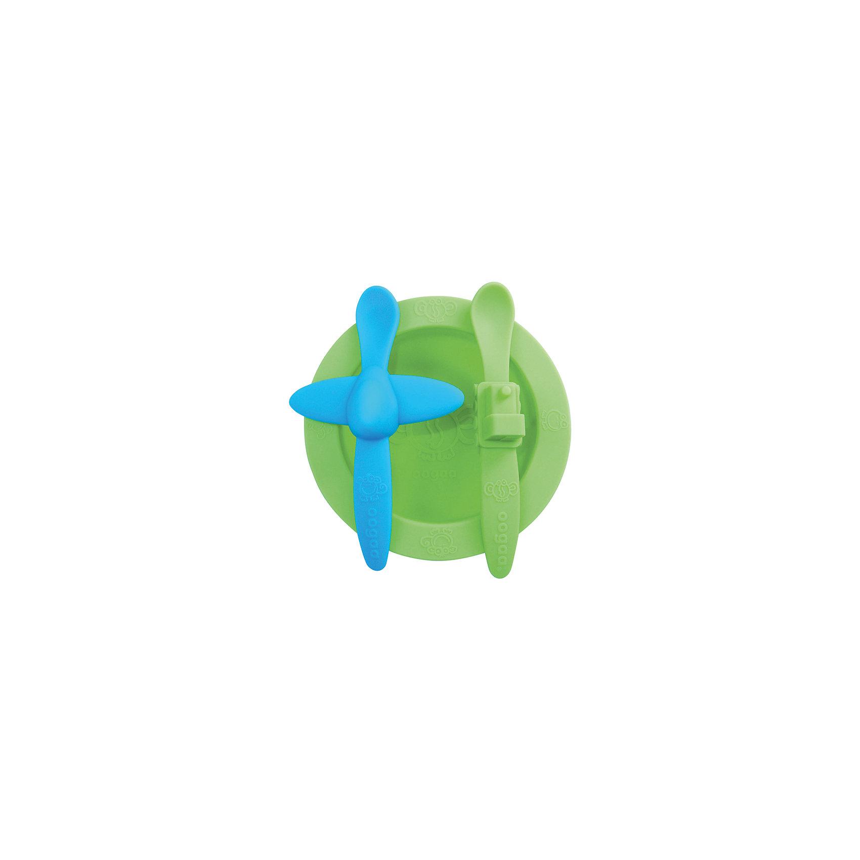 Набор посуды, Oogaa, зеленыйПосуда для малышей<br>В ярком Наборе посуды: тарелка, ложка Самолет, ложка Поезд из силикона есть зеленая тарелка, ложка голубого цвета с самолетом посередине ручки, а также зеленая ложка с поездом на рукоятке. Комплект из двух ложек будет очень удобен в поездках и на прогулках, например, если Ваш малыш уронит одну ложечку, то в запасе всегда будет вторая. С набором удобной посуды ребенку будет весело кушать, и он с удовольствием будет ждать новой порции от поезда и самолетика!<br><br>Характеристики:<br>-Изготовлены из высококачественного нетоксичного силикона, который не имеет запаха и вкуса, не выделяют химических веществ, не способствуют распространению бактерий<br>-Подходят для ручной мойки, посудомоечных машин и стерилизаторов, микроволновой печи<br>-Не имеют острых углов, не травмируют десны малыша <br>-Выполнены в ярком цвете и необычном дизайне, что позволяет превратить обычные завтрак или обед в забавную игру<br><br>Комплектация: зеленая тарелка, голубая ложка в форме самолета, зеленая ложка в форме поезда<br><br>Дополнительная информация:<br>-Цвет: голубой, зеленый<br>-Размеры ложек: 18 см<br>-Размеры тарелки: 265 мл <br>-Вес в упаковке: 354 г<br>-Материалы: силикон<br><br>Набор силиконовой посуды в ярком и необычном дизайне поможет Вам занять ребенка, превратив кормление малыша в веселое приключение! <br><br>Набор посуды: тарелка, ложка Самолет, ложка Поезд можно купить в нашем магазине.<br><br>Ширина мм: 275<br>Глубина мм: 205<br>Высота мм: 31<br>Вес г: 354<br>Возраст от месяцев: 3<br>Возраст до месяцев: 36<br>Пол: Унисекс<br>Возраст: Детский<br>SKU: 4053703