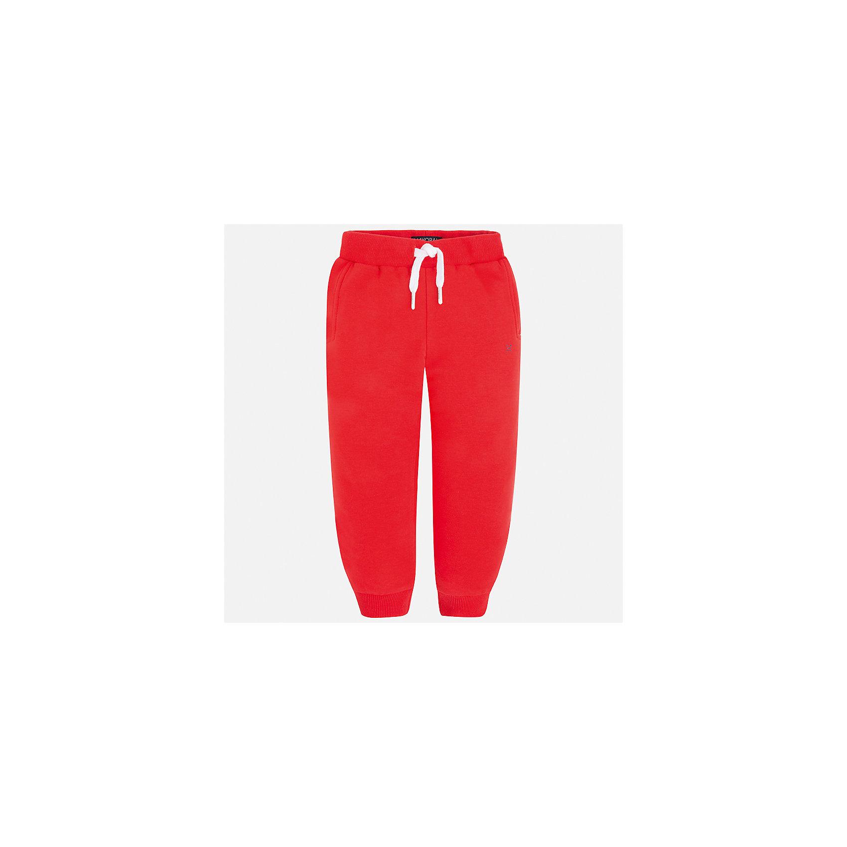 Брюки для мальчика MayoralБрюки<br>Характеристики товара:<br><br>• цвет: серый<br>• состав: 57% хлопок, 38% полиэстер, 5% эластан<br>• манжеты<br>• карманы<br>• пояс - широкая резинка и шнурок<br>• страна бренда: Испания<br><br>Спортивные брюки для мальчика помогут обеспечить ребенку комфорт. Они отлично сочетаются с майками, футболками, куртками и т.д. Универсальный крой и цвет позволяет подобрать к вещи верх разных расцветок. Практичное и стильное изделие! В составе материала - натуральный хлопок, гипоаллергенный, приятный на ощупь, дышащий.<br><br>Одежда, обувь и аксессуары от испанского бренда Mayoral полюбились детям и взрослым по всему миру. Модели этой марки - стильные и удобные. Для их производства используются только безопасные, качественные материалы и фурнитура. Порадуйте ребенка модными и красивыми вещами от Mayoral! <br><br>Брюки для мальчика от испанского бренда Mayoral (Майорал) можно купить в нашем интернет-магазине.<br><br>Ширина мм: 215<br>Глубина мм: 88<br>Высота мм: 191<br>Вес г: 336<br>Цвет: красный<br>Возраст от месяцев: 18<br>Возраст до месяцев: 24<br>Пол: Мужской<br>Возраст: Детский<br>Размер: 92,134,128,122,116,110,104,98<br>SKU: 4068811