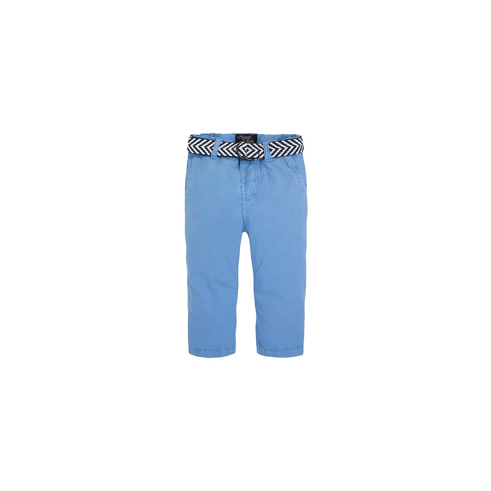 Брюки для мальчика MayoralБрюки для мальчика от популярной испанской марки Mayoral.<br><br>Стильные синие брюки от бренда Mayoral (Майорал) станут ярким акцентом в гардеробе ребенка. Они отлично садятся по фигуре, смотрятся очень модно и эффектно. <br>Продуманный крой и качественный материал обеспечивают комфорт для детей при ношении этой вещи. Натуральный хлопок в составе ткани делает ее дышащей и приятной на ощупь.<br><br>Модель имеет следующие особенности:<br><br>- натуральная хлопковая ткань красивого синего цвета;<br>- функциональные карманы, украшенные прострочкой;<br>- модный текстильный ремень в комплекте;<br>- объем талии регулируется внутренней резинкой.<br><br>Состав: 100% хлопок<br><br>Уход за изделием:<br><br>стирка в машине при температуре до 30°С,<br>не отбеливать,<br>гладить на низкой температуре.<br> <br>Габариты:<br><br>длина штанин по внутреннему шву – 22 см.<br><br>*Числовые параметры соответствуют росту 74<br><br>Брюки для мальчика Mayoral (Майорал) можно купить в нашем магазине.<br><br>Ширина мм: 215<br>Глубина мм: 88<br>Высота мм: 191<br>Вес г: 336<br>Цвет: голубой<br>Возраст от месяцев: 12<br>Возраст до месяцев: 12<br>Пол: Мужской<br>Возраст: Детский<br>Размер: 80,74,86,92<br>SKU: 4069979