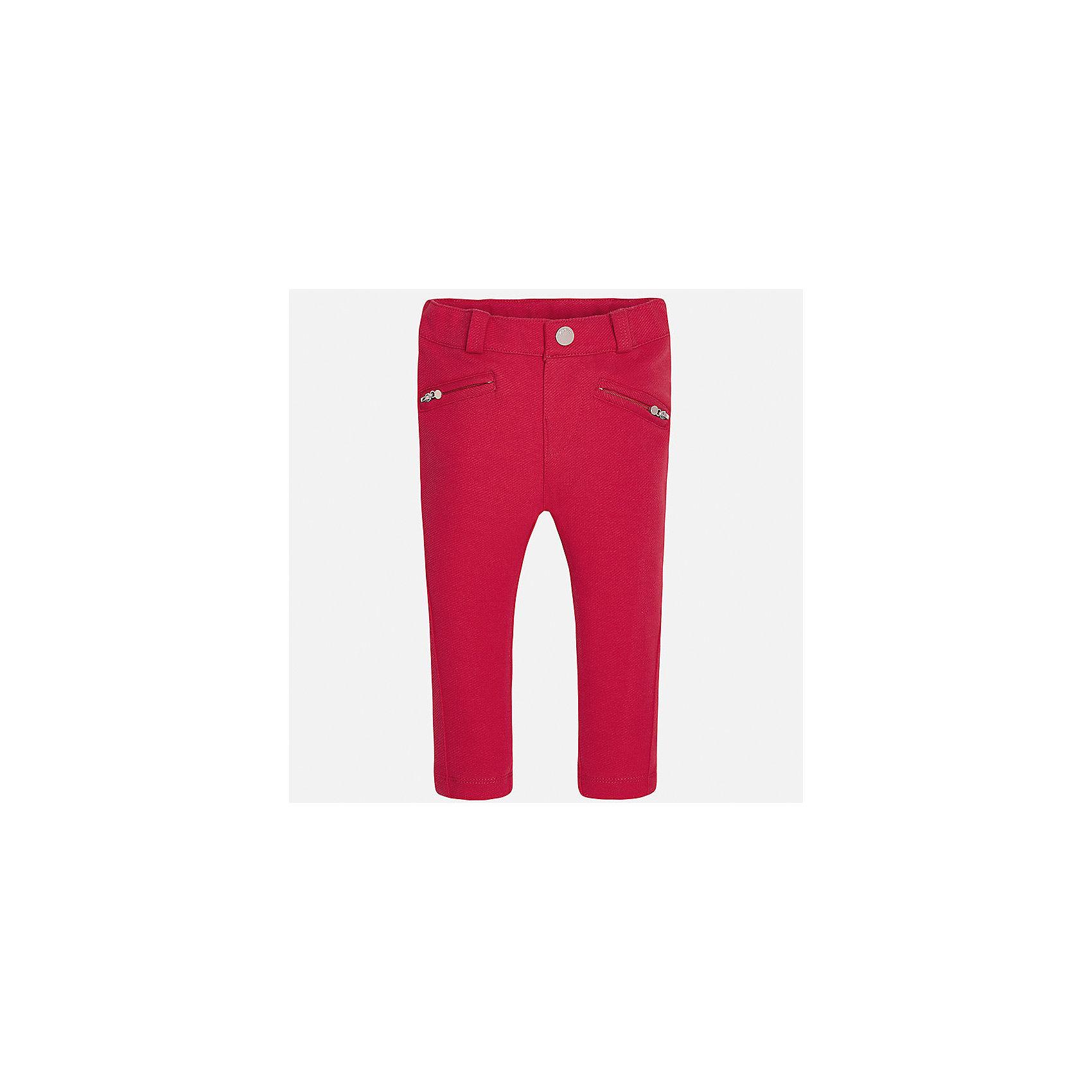 Леггинсы для девочки MayoralКомплекты<br>Характеристики товара:<br><br>• цвет: красный<br>• состав: 62% хлопок, 33% полиэстер, 5% эластан<br>• шлевки<br>• эластичный материал<br>• карманы<br>• приятный оттенок<br>• страна бренда: Испания<br><br>Модные леггинсы для девочки смогут разнообразить гардероб ребенка и украсить наряд. Они отлично сочетаются с майками, футболками, блузками. Красивый оттенок позволяет подобрать к вещи верх разных расцветок. В составе материала - натуральный хлопок, гипоаллергенный, приятный на ощупь, дышащий. Леггинсы отлично сидят и не стесняют движения.<br><br>Одежда, обувь и аксессуары от испанского бренда Mayoral полюбились детям и взрослым по всему миру. Модели этой марки - стильные и удобные. Для их производства используются только безопасные, качественные материалы и фурнитура. Порадуйте ребенка модными и красивыми вещами от Mayoral! <br><br>Леггинсы для девочки от испанского бренда Mayoral (Майорал) можно купить в нашем интернет-магазине.<br><br>Ширина мм: 123<br>Глубина мм: 10<br>Высота мм: 149<br>Вес г: 209<br>Цвет: красный<br>Возраст от месяцев: 18<br>Возраст до месяцев: 24<br>Пол: Мужской<br>Возраст: Детский<br>Размер: 92,62,74,68,80,86<br>SKU: 4070440