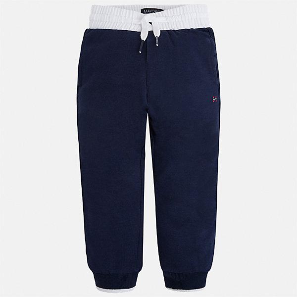 Брюки для мальчика MayoralШорты, бриджи, капри<br>Характеристики товара:<br><br>• цвет: синий<br>• состав: 60% хлопок, 40% полиэстер<br>• манжеты<br>• карманы<br>• пояс - широкая резинка и шнурок<br>• страна бренда: Испания<br><br>Спортивные брюки для мальчика помогут обеспечить ребенку комфорт. Они отлично сочетаются с майками, футболками, куртками и т.д. Универсальный крой и цвет позволяет подобрать к вещи верх разных расцветок. Практичное и стильное изделие! В составе материала - натуральный хлопок, гипоаллергенный, приятный на ощупь, дышащий.<br><br>Одежда, обувь и аксессуары от испанского бренда Mayoral полюбились детям и взрослым по всему миру. Модели этой марки - стильные и удобные. Для их производства используются только безопасные, качественные материалы и фурнитура. Порадуйте ребенка модными и красивыми вещами от Mayoral! <br><br>Брюки для мальчика от испанского бренда Mayoral (Майорал) можно купить в нашем интернет-магазине.<br>Ширина мм: 215; Глубина мм: 88; Высота мм: 191; Вес г: 336; Цвет: синий; Возраст от месяцев: 84; Возраст до месяцев: 96; Пол: Мужской; Возраст: Детский; Размер: 128,110,98,92,122,104,116,134; SKU: 4071435;