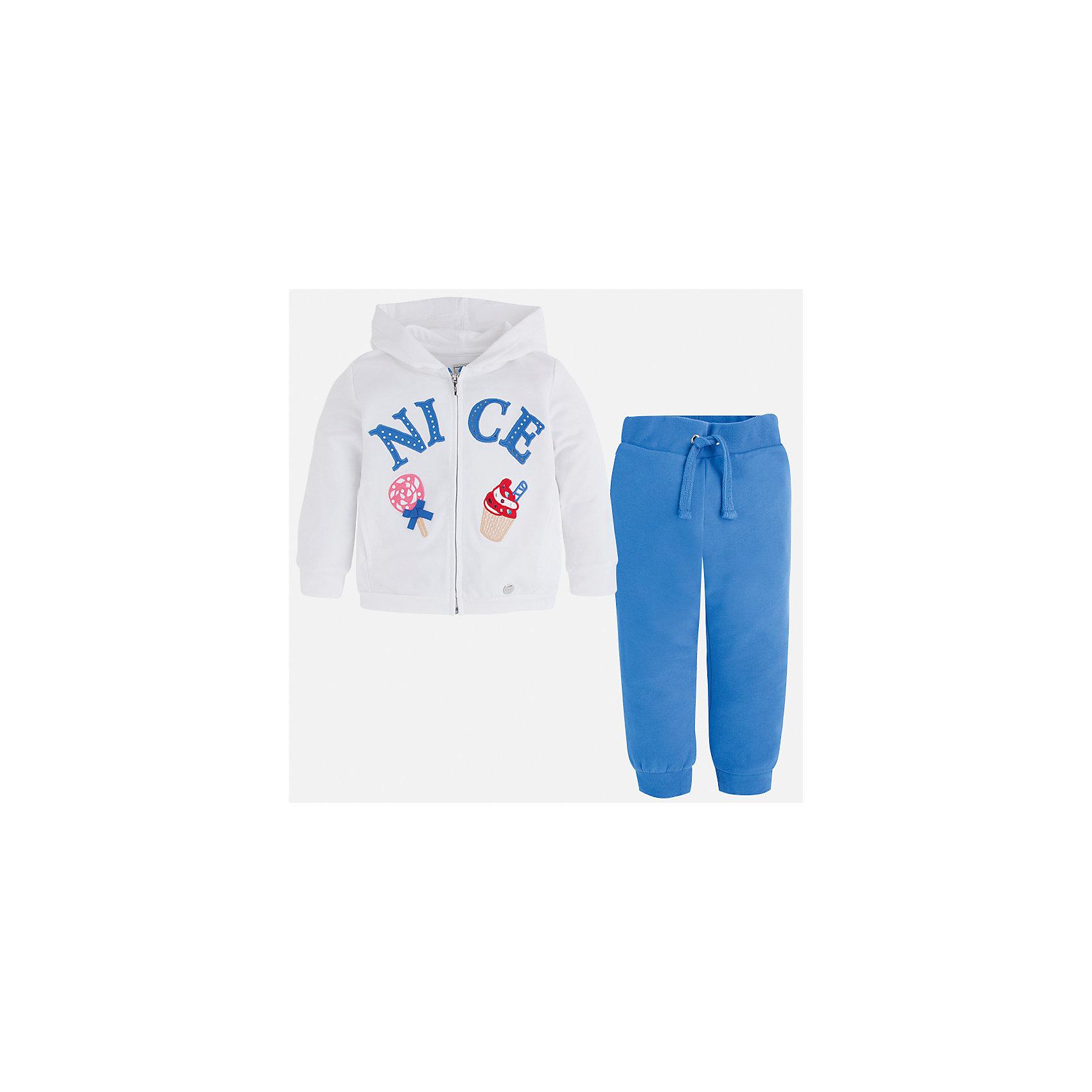 Спортивный костюм для девочки MayoralКомплекты<br>Характеристики товара:<br><br>• цвет: белый/синий<br>• состав: 58% хлопок, 39% полиэстер, 3% эластан<br>• комплектация: курточка, штаны<br>• куртка декорирована принтом<br>• карманы<br>• капюшон<br>• штаны однотонные<br>• пояс на шнурке<br>• манжеты<br>• страна бренда: Испания<br><br>Стильный качественный спортивный костюм для девочки поможет разнообразить гардероб ребенка и удобно одеться в теплую погоду. Курточка и штаны отлично сочетаются с другими предметами. Универсальный цвет позволяет подобрать к вещам верхнюю одежду практически любой расцветки. Интересная отделка модели делает её нарядной и оригинальной. В составе материала - натуральный хлопок, гипоаллергенный, приятный на ощупь, дышащий.<br><br>Одежда, обувь и аксессуары от испанского бренда Mayoral полюбились детям и взрослым по всему миру. Модели этой марки - стильные и удобные. Для их производства используются только безопасные, качественные материалы и фурнитура. Порадуйте ребенка модными и красивыми вещами от Mayoral! <br><br>Спортивный костюм для девочки от испанского бренда Mayoral (Майорал) можно купить в нашем интернет-магазине.<br><br>Ширина мм: 247<br>Глубина мм: 16<br>Высота мм: 140<br>Вес г: 225<br>Цвет: голубой<br>Возраст от месяцев: 18<br>Возраст до месяцев: 24<br>Пол: Женский<br>Возраст: Детский<br>Размер: 92,104,134,122,128,116,110,98<br>SKU: 4071563