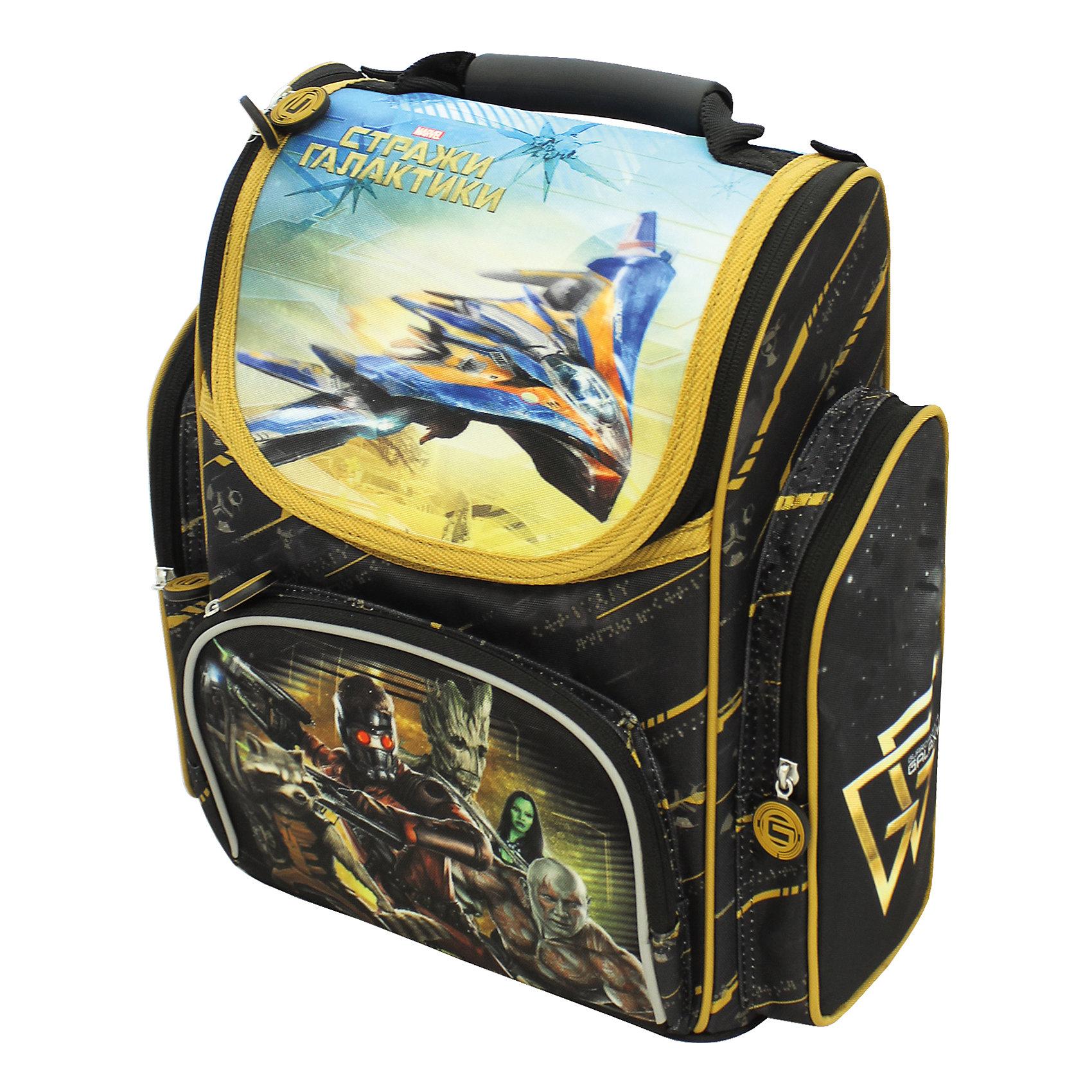 Ортопедический рюкзак Стражи галактики, MarvelАккуратный и вместительный ортопедический рюкзак с прочным каркасом – прекрасный вариант для вашего ребенка. В его основное отделение на молнии легко поместятся предметы формата А4. Внутри – два отсека для тетрадей, приспособление для ключей и карман для личной карточки. Снаружи – лицевой карман на молнии, подходящий для пенала, и два боковых кармана на молнии. Ортопедическая спинка, созданная по специальной технологии из дышащего материала, равномерно распределяет нагрузку на плечевые суставы и спину. Удлиненные держатели облегчают фиксацию длины ремней с мягкими подкладками. Светоотражающие элементы на лямках и лицевом кармане повышают безопасность ребенка на дороге в темное время суток. Пластиковая ручка удобна для переноски в руке. Пластиковые ножки защищают дно от загрязнения. Рюкзак изготовлен из износоустойчивых материалов с водонепроницаемой основой, декорирован ярким принтом и стильными подвесками на молнии.<br><br>Дополнительная информация:<br><br>- Материал: текстиль, пластик<br>- Размер: 30х17х36 см.<br>- Цвет: черный, желтый <br>- Количество отделений: 1<br>- Количество карманов: 3<br>- Тип застежки: молния.<br>- Ортопедическая спинка.<br>- Регулируемые по длине лямки с мягкими накладками.<br>- Дно с пластиковыми ножками.<br>- Светоотражающие элементы. <br><br>Ортопедический рюкзак Стражи галактики, Marvel (Марвел), можно купить в нашем магазине.<br><br>Ширина мм: 300<br>Глубина мм: 170<br>Высота мм: 360<br>Вес г: 1020<br>Возраст от месяцев: 36<br>Возраст до месяцев: 108<br>Пол: Мужской<br>Возраст: Детский<br>SKU: 4073997