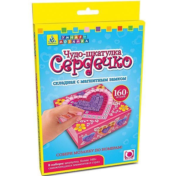 Мозаика-шкатулка складная Сердечко, ОригамиМозаика детская<br>Мозаика-шкатулка складная Сердечко, Оригами – набор, который поможет девочке без особого труда создать великолепную шкатулку.<br>Яркая, красивая шкатулка с магнитным замком, в центре которой нарисовано сердечко непременно понравится вашей девочке. Этот великолепный набор для творчества включает в себя прекрасную шкатулку, которую нужно сложить, как показано на рисунке, и украсить самоклеящимися элементами и стразами. Самоклеящиеся элементы и стразы мозаики нужно наносить на шкатулку по номерам, а можно самой придумать узор, используя самые удивительные сочетания цветов. Наклеив правильно все разноцветные элементы и стразы, у вашей девочки получится красивый рисунок и полностью готовая к использованию сверкающая шкатулка, в котором можно хранить что-то очень ценное. Умная мозаика с самоклеящимися элементами отличается высоким качеством исполнения и красочным цветовым дизайном. Данный набор прекрасно развивает моторику рук и пространственное мышление, а также воображение и внимательность.<br><br>Дополнительная информация:<br><br>- В наборе: шкатулка, более 160 сверкающих страз и самоклеящихся элементов<br>- Материал: ламинированный картон<br>- Размер шкатулки: 10,5 х 10,5 х 4,5 см.<br>- Размер упаковки: 146х19х235 мм.<br>- Вес упаковки: 108 гр.<br><br>Мозаику-шкатулку складную Сердечко, Оригами можно купить в нашем интернет-магазине.<br><br>Ширина мм: 146<br>Глубина мм: 19<br>Высота мм: 235<br>Вес г: 108<br>Возраст от месяцев: 48<br>Возраст до месяцев: 96<br>Пол: Женский<br>Возраст: Детский<br>SKU: 4075994