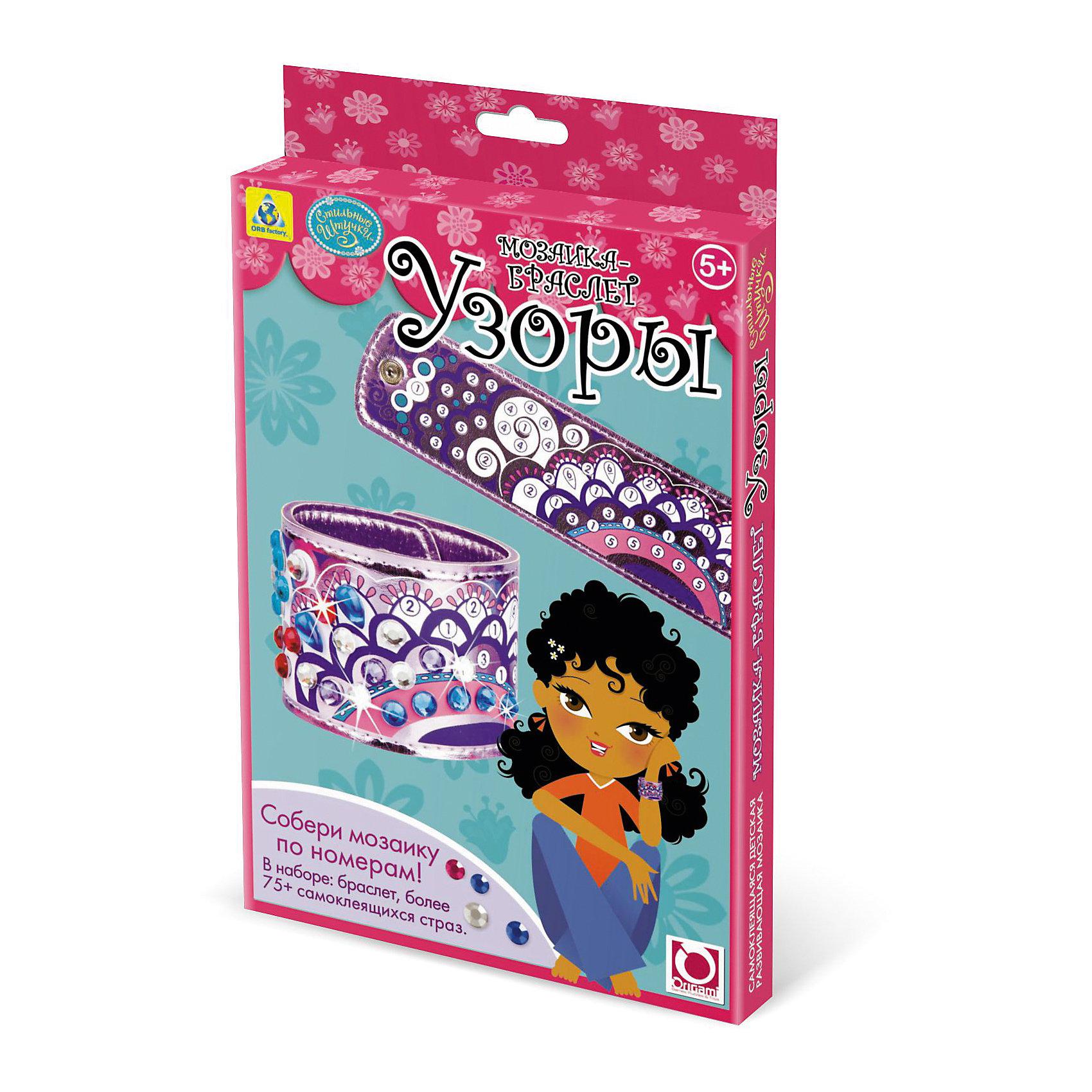 Мозаика-браслет Узоры, ОригамиМозаика-браслет Узоры, Оригами – набор, который поможет девочке без особого труда создать оригинальный браслет.<br>Мозаика-браслет Узоры непременно понравится вашей девочке. В набор входит основа для браслета, которую требуется украсить. Для декорирования браслета в комплекте есть разнообразные цветные и блестящие стразы. Они обладают самоклеящейся основой, так что при работе с поделкой не нужен будет клей. Самоклеящиеся стразы нужно наносить на браслет по номерам, а можно самой придумать узор, используя самые удивительные сочетания. Наклеив правильно все разноцветные стразы, у вашей девочки получится обворожительный сверкающий браслет. Умная мозаика с самоклеящимися элементами отличается высоким качеством исполнения и красочным цветовым дизайном. Данный набор прекрасно развивает моторику рук и пространственное мышление, а также воображение и внимательность.<br><br>Дополнительная информация:<br><br>- В наборе: браслет, более 75 самоклеящихся страз<br>- Размер упаковки: 146х19х235 мм.<br>- Вес упаковки: 100 гр.<br><br>Мозаику-браслет Узоры, Оригами можно купить в нашем интернет-магазине.<br><br>Ширина мм: 146<br>Глубина мм: 19<br>Высота мм: 235<br>Вес г: 93<br>Возраст от месяцев: 48<br>Возраст до месяцев: 96<br>Пол: Женский<br>Возраст: Детский<br>SKU: 4075996