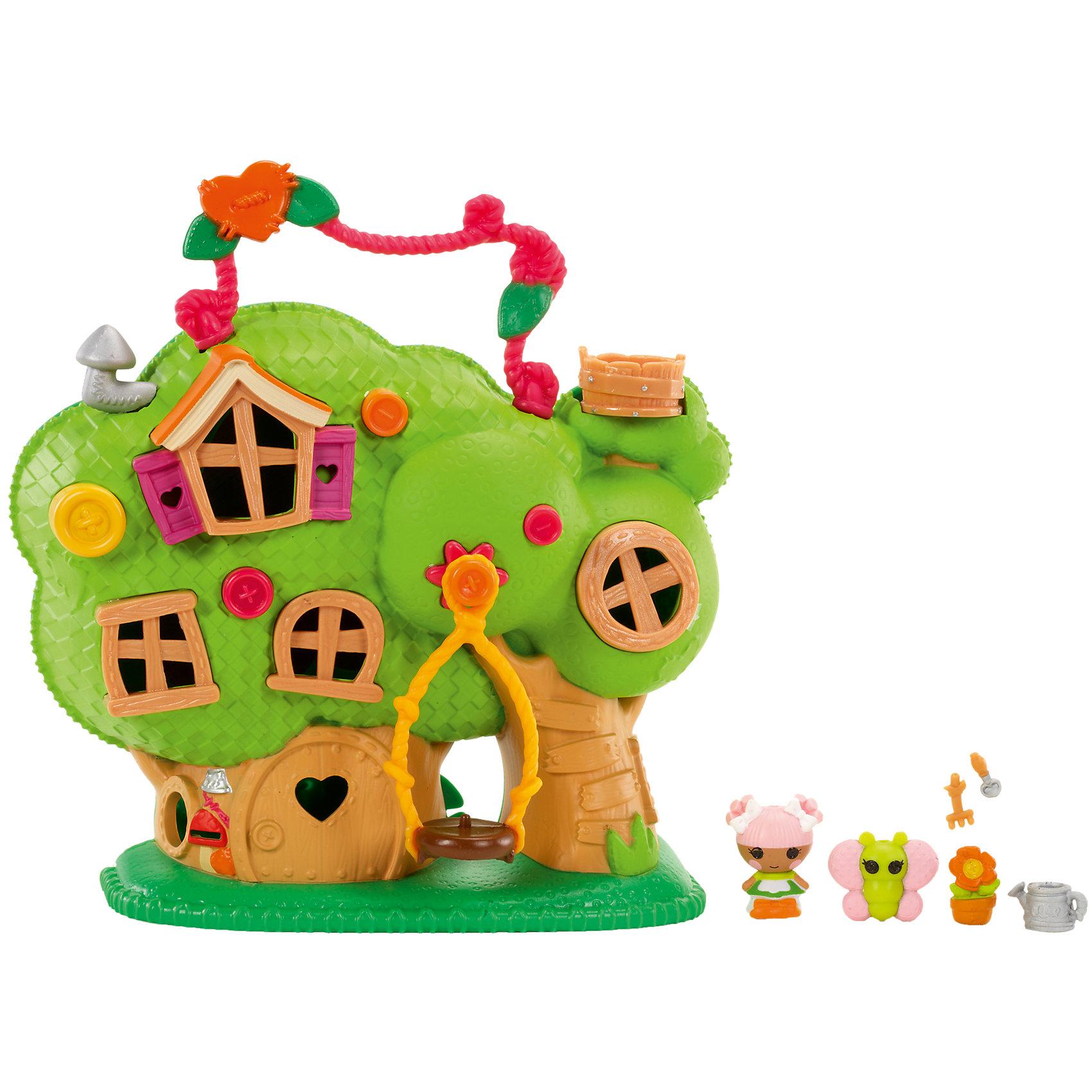 Игровой набор Домик на дереве, LalaloopsyДомик на дереве для Малюток Лалалупси (Lalaloopsy (Лалалупси) Tinies)! Это самые маленькие куколки из всего семейства Лалалупси, размером всего 2.5 см. У домика есть ручка, благодаря которой его можно носить как чемоданчик на прогулку или в гости. На дереве-домике закреплены качели со специальным креплением для куколок или их питомцев - качайся в свое удовольствие! В верхушке дерева расположился дозорный пост в виде деревянного ведерка. Чтобы играть внутри домика, необходимо открыть заднюю крышку, повернув специальный замочек. Внутри домика несколько помещений. В основном дереве расположено три комнаты - по одной на 3-х этажах. В небольшом дереве расположилась лестница и комната круглой формы. <br>В этом домике живет малютка Лалалупси Цветочек со своим другом - питомцем Бабочкой. <br><br>Дополнительная информация:<br><br>Игровой набор предусмотрен для куколок размером 2,5 см<br>Малышка любит выращивать цветы и у нее есть все необходимое для своего хобби: маленькая лопатка и грабли, лейка. <br>В этом ярком домике можно разместить всех друзей Lalaloopsy (Лалалупси) Tinies и провести весело время!<br><br>Игровой набор Домик на дереве, Lalaloopsy (Лалалупси) можно купить в нашем магазине.<br><br>Ширина мм: 305<br>Глубина мм: 255<br>Высота мм: 90<br>Вес г: 550<br>Возраст от месяцев: 36<br>Возраст до месяцев: 84<br>Пол: Женский<br>Возраст: Детский<br>SKU: 4084337