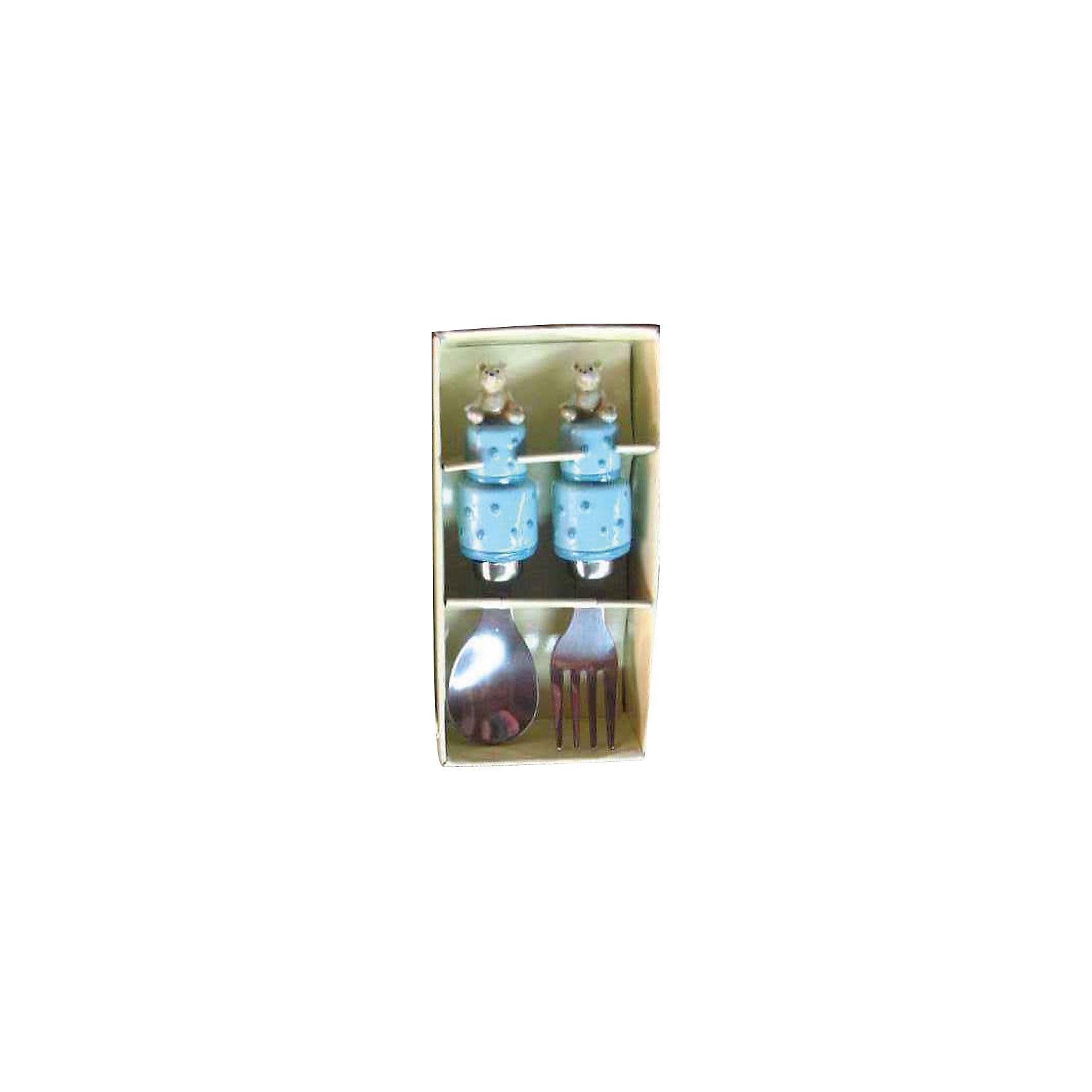 Голубой набор столовых приборов Мишки (2 предмета)Посуда<br>Очень милый набор для маленьких любителей покушать. Обедать, завтракать и ужинать с веселыми мишками - одно удовольствие! <br><br>Дополнительная информация:<br><br>- Материал: полирезина, нержавеющая сталь.<br>- Комплектация: ложка, вилка.<br>- Размер: 14х10х4 см. <br>- Цвет: голубой.<br><br>Голубой набор столовых приборов Мишки (2 предмета) можно купить в нашем магазине.<br><br>Ширина мм: 140<br>Глубина мм: 100<br>Высота мм: 40<br>Вес г: 114<br>Возраст от месяцев: 36<br>Возраст до месяцев: 2147483647<br>Пол: Мужской<br>Возраст: Детский<br>SKU: 4087370
