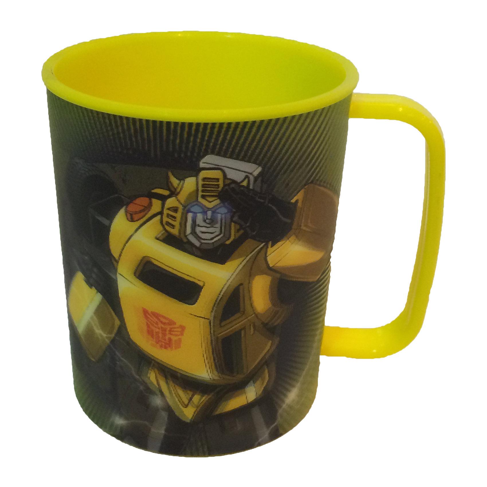 Желтая кружка 300 мл, ТрансформерыОригинальная детская кружка Трансформеры станет приятным сюрпризом для Вашего ребенка и отлично подойдет для повседневного использования. Кружка выполнена в ярком красочном дизайне по мотивам популярных фантастических фильмов о роботах-трансформерах Transformers и украшена изображениями персонажей. Материал представляет собой качественный пищевой пластик, не вызывающий аллергии и безопасный для детского здоровья. Имеется удобная для ребенка ручка и закругленные края.<br><br>Дополнительная информация:<br><br>- Материал: пластик.<br>- Объем: 300 мл.<br>- Размер упаковки: 7,5 х 9 х 10 см.<br>- Вес: 0,52 кг.<br><br>Желтую кружку Трансформеры,  можно купить в нашем интернет-магазине.<br><br>Ширина мм: 7<br>Глубина мм: 90<br>Высота мм: 100<br>Вес г: 52<br>Возраст от месяцев: 36<br>Возраст до месяцев: 168<br>Пол: Мужской<br>Возраст: Детский<br>SKU: 4093854