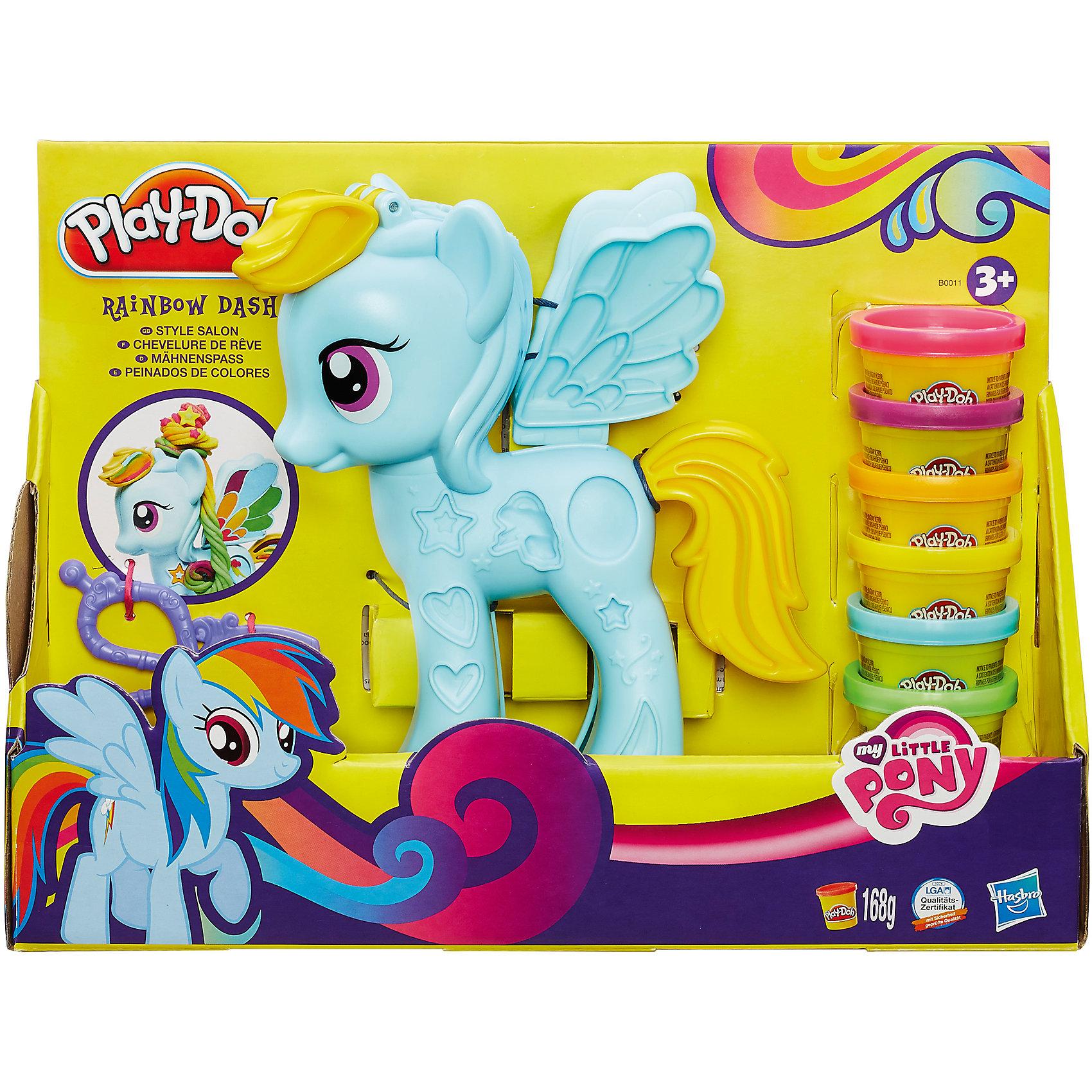 Игровой набор Стильный салон Рэйнбоу Дэш, My little Pony, Play-DohИдеи подарков<br>Представляем совершенно новый способ игры для поклонниц My Little Pony. Рэйнбоу Дэш хочет выглядеть лучше всех, и она несомненно нуждается в твоей помощи! Создай длинную радужную гриву и модный стиль с помощью пластилина Play-Doh. Используй полуформы и знаки отличия, чтобы украсить твою любимую пони. Она никогда не выглядела бы так чудесно, если бы не ты! В комплекте 6 мини-баночек пластилина Play-Doh и модельные ножницы.<br><br>Ширина мм: 309<br>Глубина мм: 226<br>Высота мм: 88<br>Вес г: 574<br>Возраст от месяцев: 36<br>Возраст до месяцев: 84<br>Пол: Женский<br>Возраст: Детский<br>SKU: 4093894
