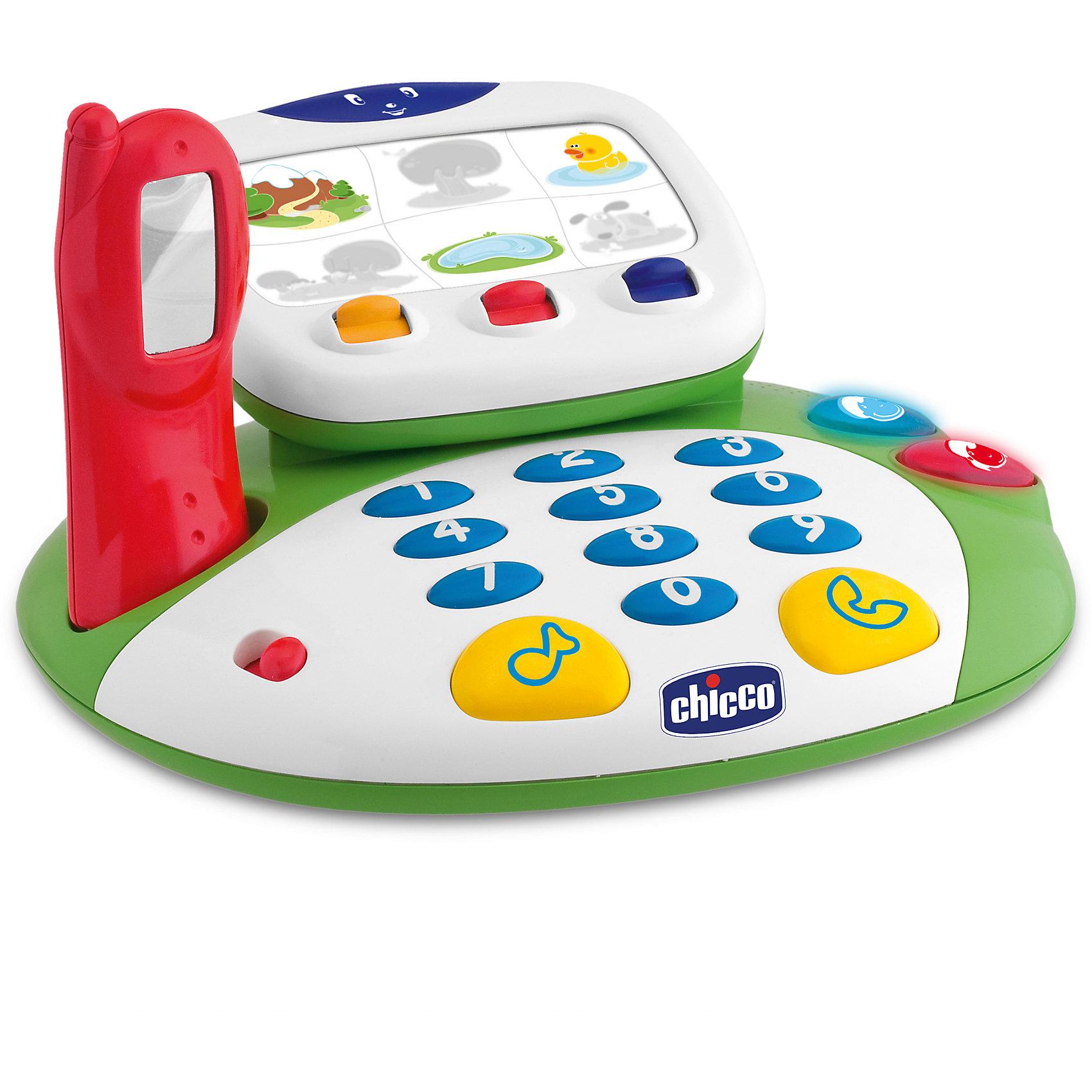 Интерактивная игрушка Говорящий видеотелефон, Рус/Англ, ChiccoИнтерактивная игрушка Говорящий видеотелефон, Рус/Англ, Chicco (Чико) идеально подходит для изучения английского языка и развития русской речи самыми маленькими. Игрушка также содержит 8 различных ситуаций, которые ребенок может выбрать самостоятельно, меняя картинки на экране: сначала малыш слышит название показываемых картинок, а если он нажмет на красную кнопку, то видеотелефон расскажет ему историю. Видеотелефон стимулирует развитие у малыша коммуникативных и тактильных навыков, зрительного, слухового и сенсорного восприятия, а также мелкой моторики, логики, понимания причинно-следственных связей и других базовых навыков.<br><br>Характеристики:<br>-Игрушка работает в двух языковых режимах (русский/английский)<br>-Все картинки подобраны с учетом возрастных особенностей развития психики ребенка: основными героями рассказов являются милые животные<br>-Нажимая на кнопки набора номера, малыш слышит названия цифр 1-10<br>-Если активировать клавишу с изображением ноты, то будет звучать мелодия<br>-Кнопка с трубкой заставит телефон звонить, после чего прозвучит фраза приветствия<br><br>Дополнительная информация:<br>-Материалы: пластик<br>-Питание устройства: 3xAA (входят в комплект)<br>-Размеры: 27x15,5x25 см<br>-Вес: 900 г<br>-Длина трубки: 13 см<br><br>Эта великолепная игрушка поможет вашему ребенку выучить цифры, развить мелкую моторику, выполнить упражнения для развития логики и памяти, а также будет стимулировать его к языковому общению.<br><br>Интерактивная игрушка Говорящий видеотелефон, Рус/Англ, Chicco (Чико) можно купить в нашем магазине.<br><br>Ширина мм: 290<br>Глубина мм: 270<br>Высота мм: 215<br>Вес г: 1310<br>Возраст от месяцев: 18<br>Возраст до месяцев: 36<br>Пол: Унисекс<br>Возраст: Детский<br>SKU: 4123465
