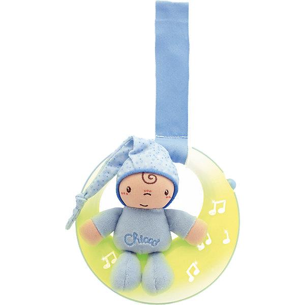 Подвеска для кроватки Спокойной ночи, луна, голубая, ChiccoИгрушки для новорожденных<br>Подвеска для кроватки Спокойной ночи, луна, голубая, Chicco (Чико)представляет собой мягконабивную игрушку – мальчика в голубом костюмчике, сидящего на луне! Огоньки на подвеске загораются и переливаются в такт колыбельной музыке. Мягкое свечение позволяет быстрее окунуться в мир сна Вашему малышу.<br><br>Характеристики:<br>-Звуковые и световые эффекты, длительностью пять минут<br>-Музыка: нежные колыбельные мелодии (Бах, Бетховен)<br>-Два режима: музыка и свет/только свет<br>-Легкое крепление на бортик кроватки удобным регулируемым ремешком<br>-Развивает: визуальное, звуковое и тактильное восприятие, координация зрения и движений, хватательный рефлекс, логика<br><br>Дополнительная информация:<br>-Цвет: голубой<br>-Материалы: пластик, полиэстер, текстиль<br>-Питание – 2 батарейки типа ААА (в комплект НЕ входят)<br>-Размеры игрушки: 15х14х5 см<br>-Длина ленточки: 15 см<br><br>Подвеска для кроватки «Спокойной ночи, луна» удобна и в качестве развивающей музыкальной игрушки, и в качестве ночника с нежным светом. <br><br>Подвеска для кроватки Спокойной ночи, луна, голубая, Chicco (Чико) можно купить в нашем магазине.<br><br>Ширина мм: 219<br>Глубина мм: 198<br>Высота мм: 83<br>Вес г: 328<br>Цвет: синий<br>Возраст от месяцев: 0<br>Возраст до месяцев: 18<br>Пол: Мужской<br>Возраст: Детский<br>SKU: 4123479
