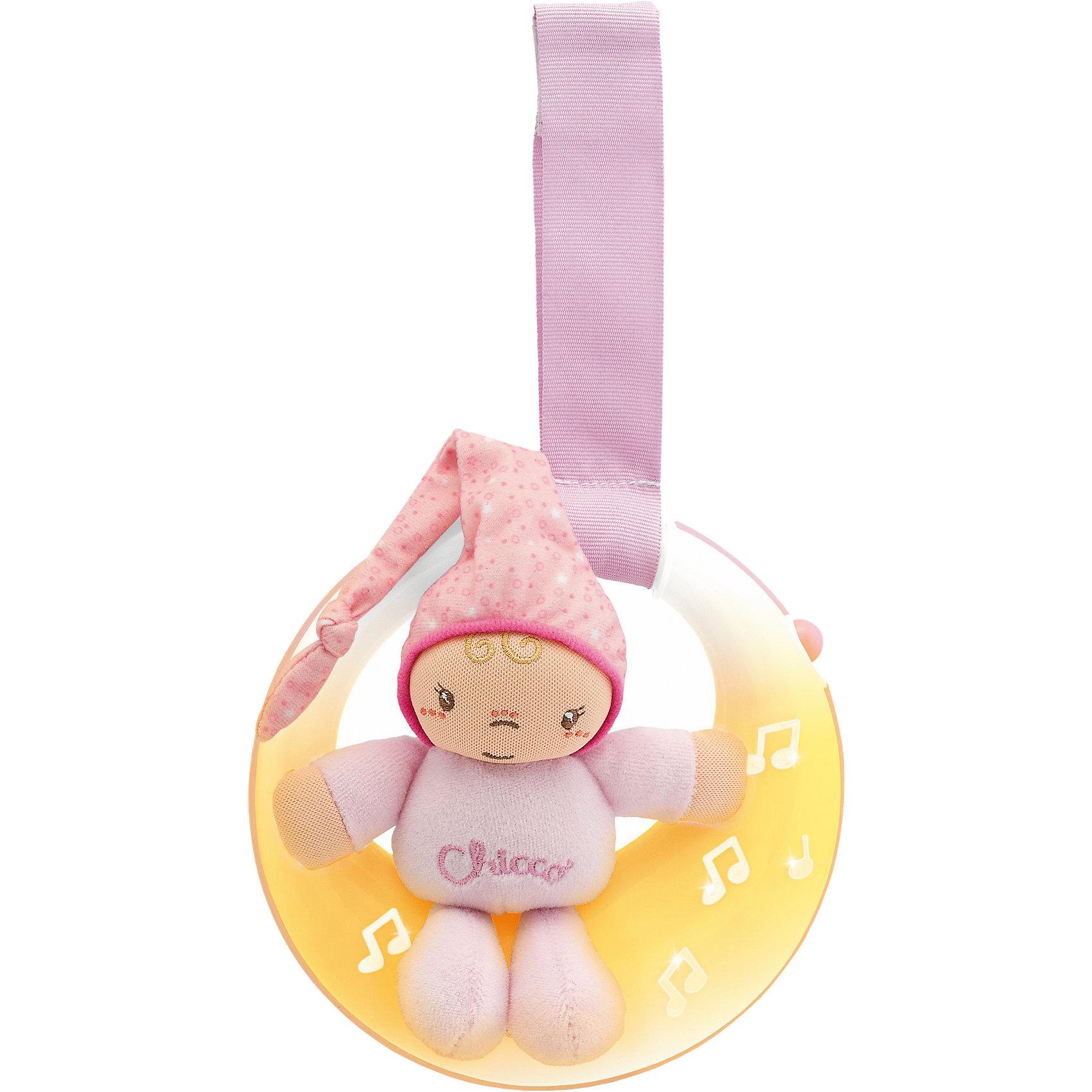 Подвеска для кроватки Спокойной ночи, луна, розовая, ChiccoИгрушки для новорожденных<br>Подвеска для кроватки Спокойной ночи, луна, розовая, Chicco (Чико) представляет собой мягконабивную игрушку – малышки в розовом комбинезончике, сидящей на луне! Огоньки на подвеске загораются и переливаются в такт колыбельной музыке. Мягкое свечение позволяет быстрее окунуться в мир сна Вашей девочке.<br><br>Характеристики:<br>-Звуковые и световые эффекты, длительностью пять минут<br>-Музыка: нежные колыбельные мелодии (Бах, Бетховен)<br>-Два режима: музыка и свет/только свет<br>-Легкое крепление на бортик кроватки удобным регулируемым ремешком<br>-Развивает: визуальное, звуковое и тактильное восприятие, координация зрения и движений, хватательный рефлекс, логика<br><br>Дополнительная информация:<br>-Цвет: розовый<br>-Материалы: пластик, полиэстер, текстиль<br>-Питание – 2 батарейки типа ААА (в комплект НЕ входят)<br>-Размеры игрушки: 15х14х5 см<br>-Длина ленточки: 15 см<br><br>Подвеска для кроватки «Спокойной ночи, луна» удобна и в качестве развивающей музыкальной игрушки, и в качестве ночника с нежным светом. <br><br>Подвеска для кроватки Спокойной ночи, луна, розовая, Chicco (Чико) можно купить в нашем магазине.<br><br>Ширина мм: 209<br>Глубина мм: 195<br>Высота мм: 75<br>Вес г: 348<br>Цвет: розовый<br>Возраст от месяцев: 0<br>Возраст до месяцев: 18<br>Пол: Женский<br>Возраст: Детский<br>SKU: 4123480
