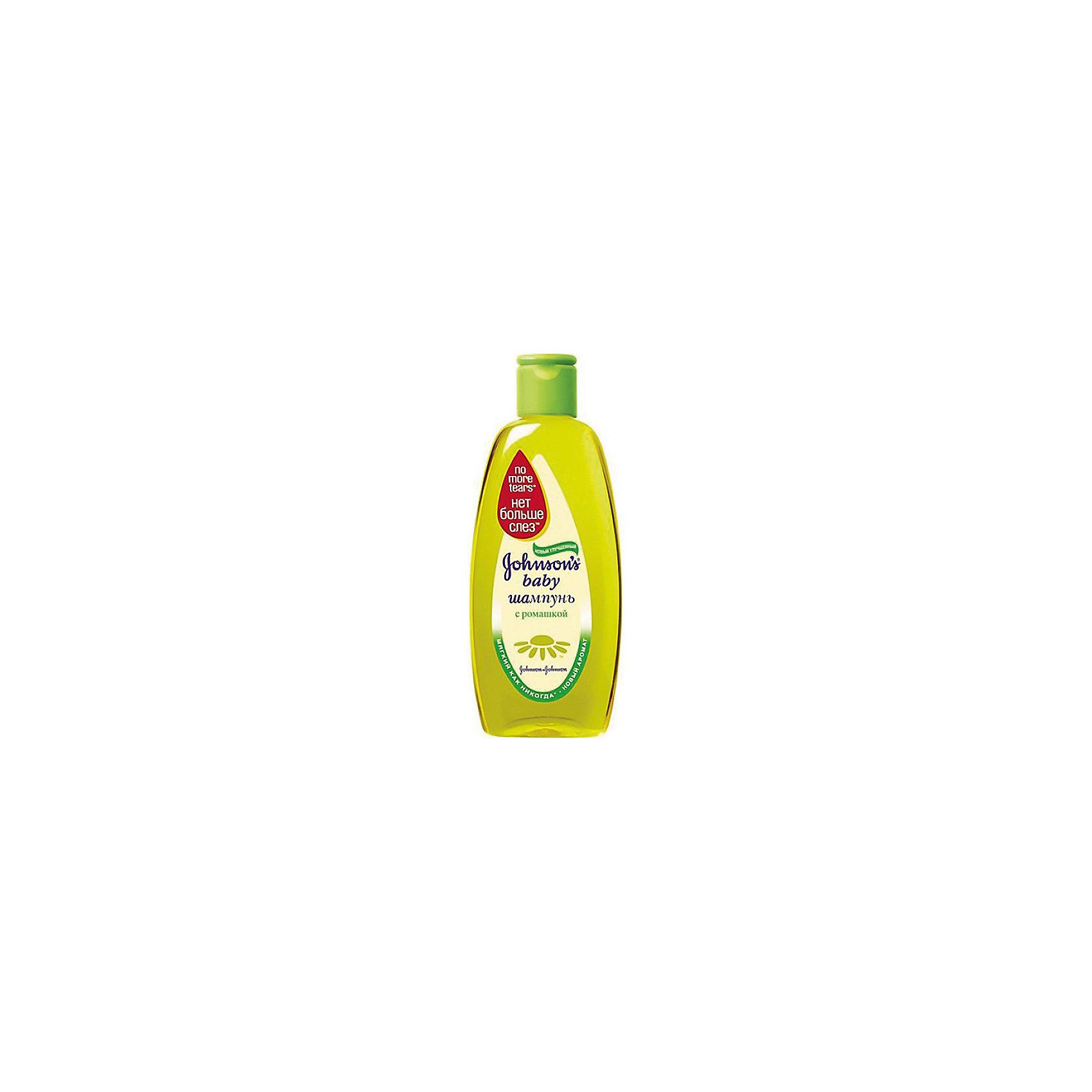 Шампунь с ромашкой 500 мл., Johnson `s babyКосметика для купания<br>Шампунь Johnsons детский с ромашкой 500 мл оказывает смягчающее действие на кожу головы и волосы. Благодаря натуральному экстракту ромашки волосы становятся мягкими и блестящими. Волосы ребенка легко расчесываются и становятся послушными. Шампунь не содержит мыла, поэтому не сушит кожу головы. Им можно пользоваться каждый день. Шампунь содержит уникальную формулу Нет больше слез, которая не щипет и не раздражает глазки.<br><br>Ширина мм: 45<br>Глубина мм: 87<br>Высота мм: 216<br>Вес г: 559<br>Возраст от месяцев: 0<br>Возраст до месяцев: 48<br>Пол: Унисекс<br>Возраст: Детский<br>SKU: 4124376