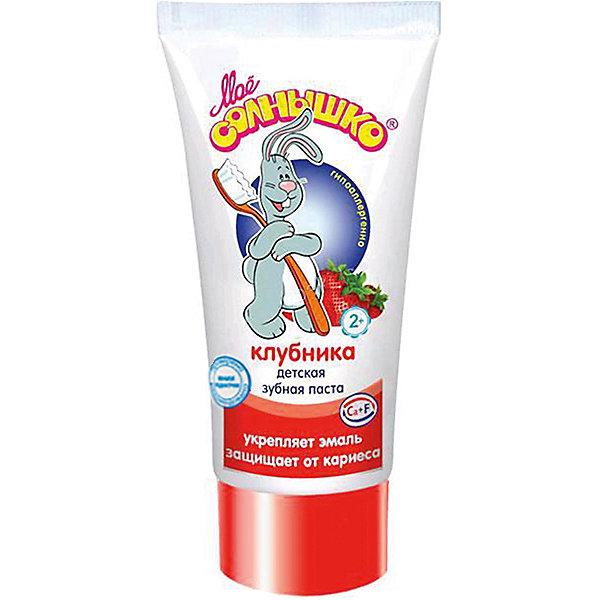 Зубная паста клубника, Моё солнышкоДетская зубная паста<br>Зубная паста Клубника разработана специально для ухода за детскими молочными и постоянными зубами. Рекомендована для малышей в возрасте от двух лет. Благодаря сбалансированному комплексу кальция и фтора паста укрепляет формирующуюся эмаль, эффективно защищает зубы от кариеса, не вызывая раздражений на слизистой. Безопасна при случайном проглатывании. Хорошо пенится и обладает приятным клубничным вкусом.<br><br>Ширина мм: 55<br>Глубина мм: 33<br>Высота мм: 115<br>Вес г: 70<br>Возраст от месяцев: 24<br>Возраст до месяцев: 60<br>Пол: Унисекс<br>Возраст: Детский<br>SKU: 4124444