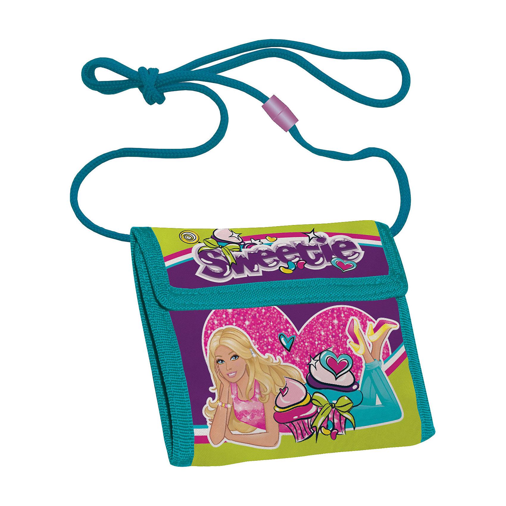 Кошелек BarbieBarbie<br>Кошелек прекрасно сохранит карманные деньги Вашего ребенка в целости и порядке. Изготовлен из прочного материала устойчивого к износу. Закрывается клапаном на липучке. Внутри есть карман для мелочи. Лямка-шнур длиной 80 см оснащена разъемным элементом для безопасности ребенка. <br> <br>Дополнительная информация:<br><br>Размер: 9 х 9(21) х 2 см. Кошелек детский на шнурке, внутреннее отделение с разделителями для купюр.<br><br>Кошелек Barbie (Барби) можно купить в нашем магазине.<br><br>Ширина мм: 90<br>Глубина мм: 90<br>Высота мм: 5<br>Вес г: 60<br>Возраст от месяцев: 96<br>Возраст до месяцев: 108<br>Пол: Женский<br>Возраст: Детский<br>SKU: 4140941