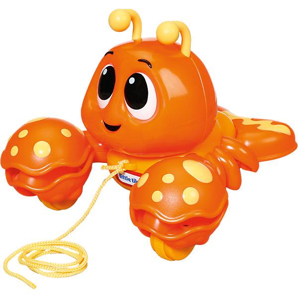 Развивающая игрушка Клацающий лобстер на веревочке, Little TikesКаталки и качалки<br>Характеристики товара:<br><br>- цвет: оранжевый;<br>- материал: пластик; <br>- габариты упаковки: 20х25х20 см;<br>- вес: 890 г;<br>- возраст: 1+.<br><br>Каталка – игрушка, которая способствует быстрому развитию двигательных навыков малыша. При перемещении лобстера его клешни издают звук, который привлечет внимание ребенка. Малыш узнает о причинно-следственной связи благодаря игрушке. Лобстер развивает координацию ребенка и улучшает мелкую моторику. Материалы, использованные при изготовлении изделия, абсолютно безопасны и полностью отвечают международным требованиям по качеству детских товаров.<br><br>Развивающую игрушку Клацающий лобстер на веревочке от бренда Little Tikes можно купить в нашем интернет-магазине.<br><br>Ширина мм: 261<br>Глубина мм: 210<br>Высота мм: 205<br>Вес г: 570<br>Возраст от месяцев: 9<br>Возраст до месяцев: 24<br>Пол: Унисекс<br>Возраст: Детский<br>SKU: 4143735