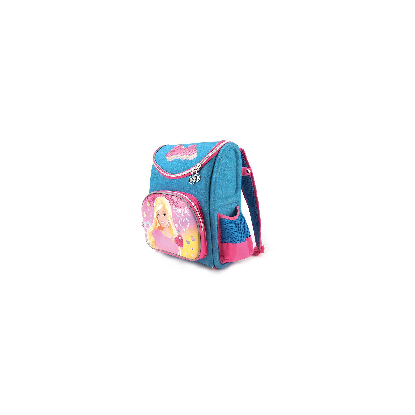 Школьный рюкзак-трансформер BarbieНосить Рюкзак-трансформер Barbie (Барби), 37х32х17 см доставит всем девочкам удовольствие, ведь изображенная Барби в короне такая красивая! Носить рюкзак удобно, спинка имеет ортопедический эффект для комфортного ношения, а легкая пластиковая вставка позади его усиливает. Рюкзак очень вместителен, основное отделение имеет разделители, куда без труда можно разместить любой учебник формата А4. К тому же это рюкзак-трансформер. Расстегнув его молнию до дна, в отделение можно положить широкие вещи, которые бы не влезли в обычный рюкзак, или просто компактно сложить. <br><br>Характеристики:<br>-Широкие лямки позволяют снизить нагрузку на плечи <br>-Светоотражающие элементы на лямках и корпусе рюкзака повышают безопасность ребёнка на дороге<br>-Боковые стороны и спинка выполнены из водонепроницаемого материала<br>-Резиновая ручка позволяет удобно переносить рюкзак в руках<br>-Дно укреплено пластиковой вставкой<br>-Карманы: вместительный наружный карман на молнии и два боковых кармана (мягкий карман на молнии и карман с утягивающей резинкой и сеткой)<br>-Рост ребенка до 128 см<br><br>Дополнительная информация:<br>-Серия: Барби<br>-Размеры: 37х32х17 см<br>-Вес: 800 г<br>-Материалы: текстиль, пластик, резина<br><br>Рюкзак-трансформер Barbie (Барби), 37х32х17 см можно купить в нашем магазине.<br><br>Ширина мм: 170<br>Глубина мм: 370<br>Высота мм: 320<br>Вес г: 1005<br>Возраст от месяцев: 60<br>Возраст до месяцев: 120<br>Пол: Женский<br>Возраст: Детский<br>SKU: 4144388