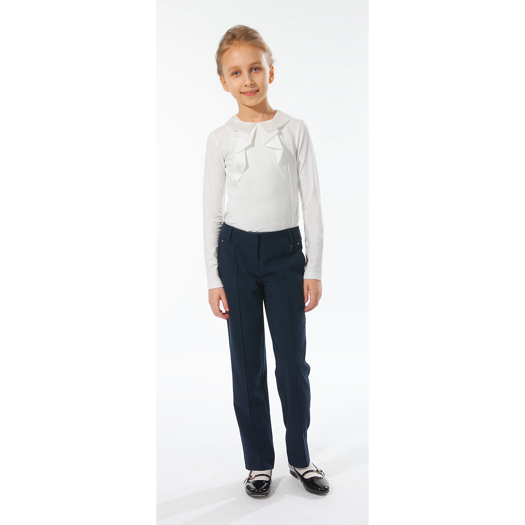 Блузка для девочки Silver SpoonБлузка для девочки Silver Spoon (Сильвер Спун) - отличный вариант для маленьких школьниц. Симпатичная модная блузка позволит создать свой оригинальный образ и чувствовать себя комфортно на протяжении всего дня занятий. Модель из хлопка очень легкая и приятная на ощупь, не раздражает кожу и позволяет ей дышать. У блузки длинные рукава, отложной атласный воротничок с застежкой на пуговице. Спереди модель декорирована оригинальными оборочками. Блузка хорошо сочетается с юбкой, брюками, костюмом и другими предметами школьного гардероба. Все модели Сильвер Спун предназначены для повседневного интенсивного использования и выполнены из прочных тканей, которые позволяют вещам выглядеть великолепно на протяжении длительного срока эксплуатации. Стирка при температуре 30°С, гладить при температуре до 150°С.<br><br>Дополнительная информация:<br><br>- Цвет: молочный.<br>- Материал: 95% хлопок, 5% спандекс.<br><br>Блузку для девочки, Silver Spoon (Сильвер Спун), можно купить в нашем интернет-магазине.<br><br>Ширина мм: 186<br>Глубина мм: 87<br>Высота мм: 198<br>Вес г: 197<br>Цвет: белый<br>Возраст от месяцев: 132<br>Возраст до месяцев: 144<br>Пол: Женский<br>Возраст: Детский<br>Размер: 152,164,146,128,134,140,158<br>SKU: 4145833