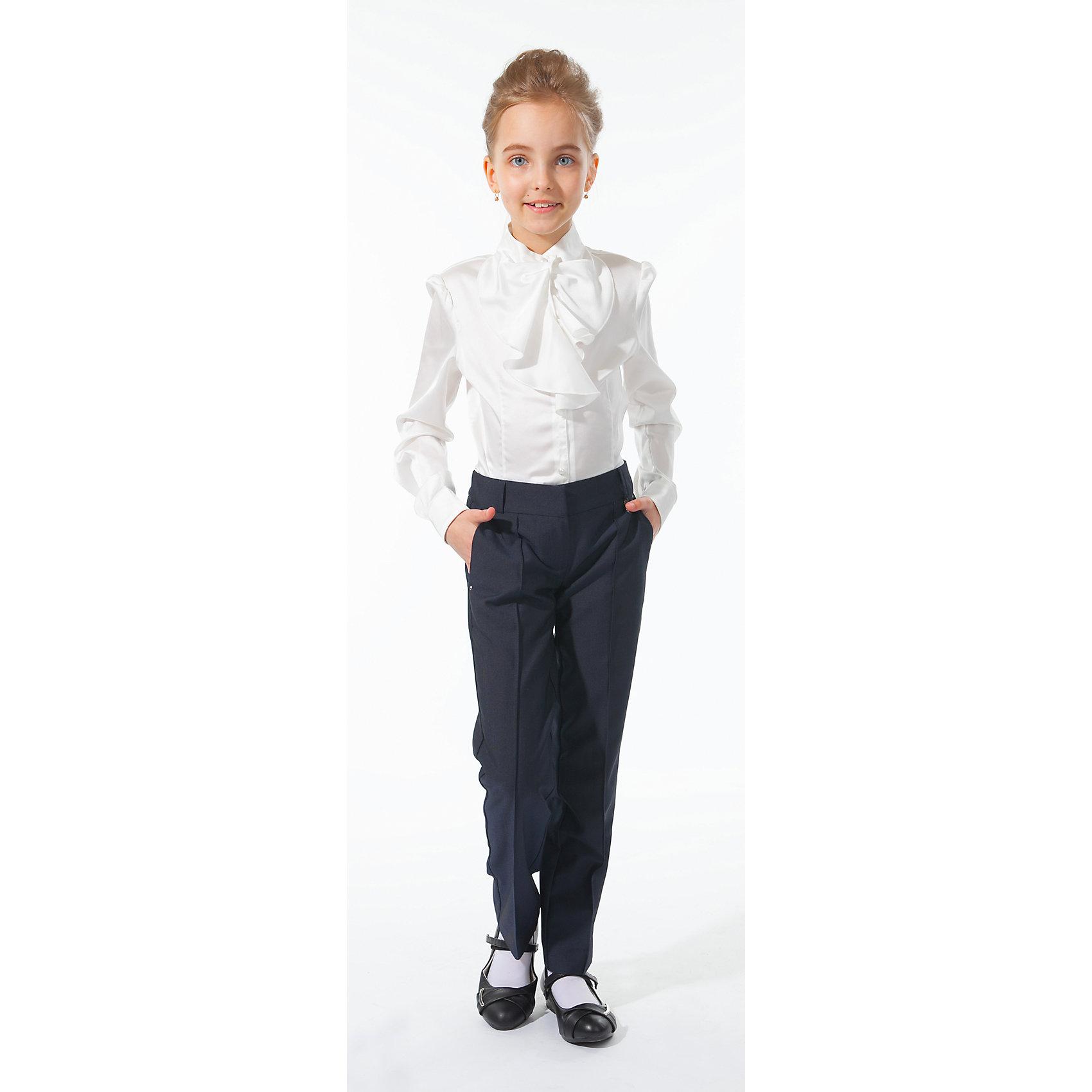 Блузка для девочки Silver SpoonБлузки и рубашки<br>Блузка для девочки Silver Spoon (Сильвер Спун) - отличный вариант для маленьких школьниц. Симпатичная модная блузка позволит создать свой оригинальный образ и чувствовать себя комфортно на протяжении всего дня занятий. Модель очень легкая и приятная на ощупь, не сковывает движений, не раздражает кожу и позволяет ей дышать. У блузки длинные рукава с манжетами на пуговичках, воротник-стойка, спереди застегивается на пуговицы. Модель декорирована на груди нарядным жабо. Классический покрой позволяет использовать блузку в различных сочетаниях - с юбкой, брюками, костюмом и другими предметами школьного гардероба. Все модели Сильвер Спун предназначены для повседневного интенсивного использования и выполнены из прочных тканей, которые позволяют вещам выглядеть великолепно на протяжении длительного срока эксплуатации. Стирка при температуре 30°С, гладить при температуре до 110°С.<br><br>Дополнительная информация:<br><br>- Цвет: белый.<br>- Материал: 97% полиэстер, 3% спандекс.<br><br>Блузку для девочки, Silver Spoon (Сильвер Спун), можно купить в нашем интернет-магазине.<br><br>Ширина мм: 186<br>Глубина мм: 87<br>Высота мм: 198<br>Вес г: 197<br>Цвет: белый<br>Возраст от месяцев: 120<br>Возраст до месяцев: 132<br>Пол: Женский<br>Возраст: Детский<br>Размер: 146,158,128,134,140,152<br>SKU: 4145854