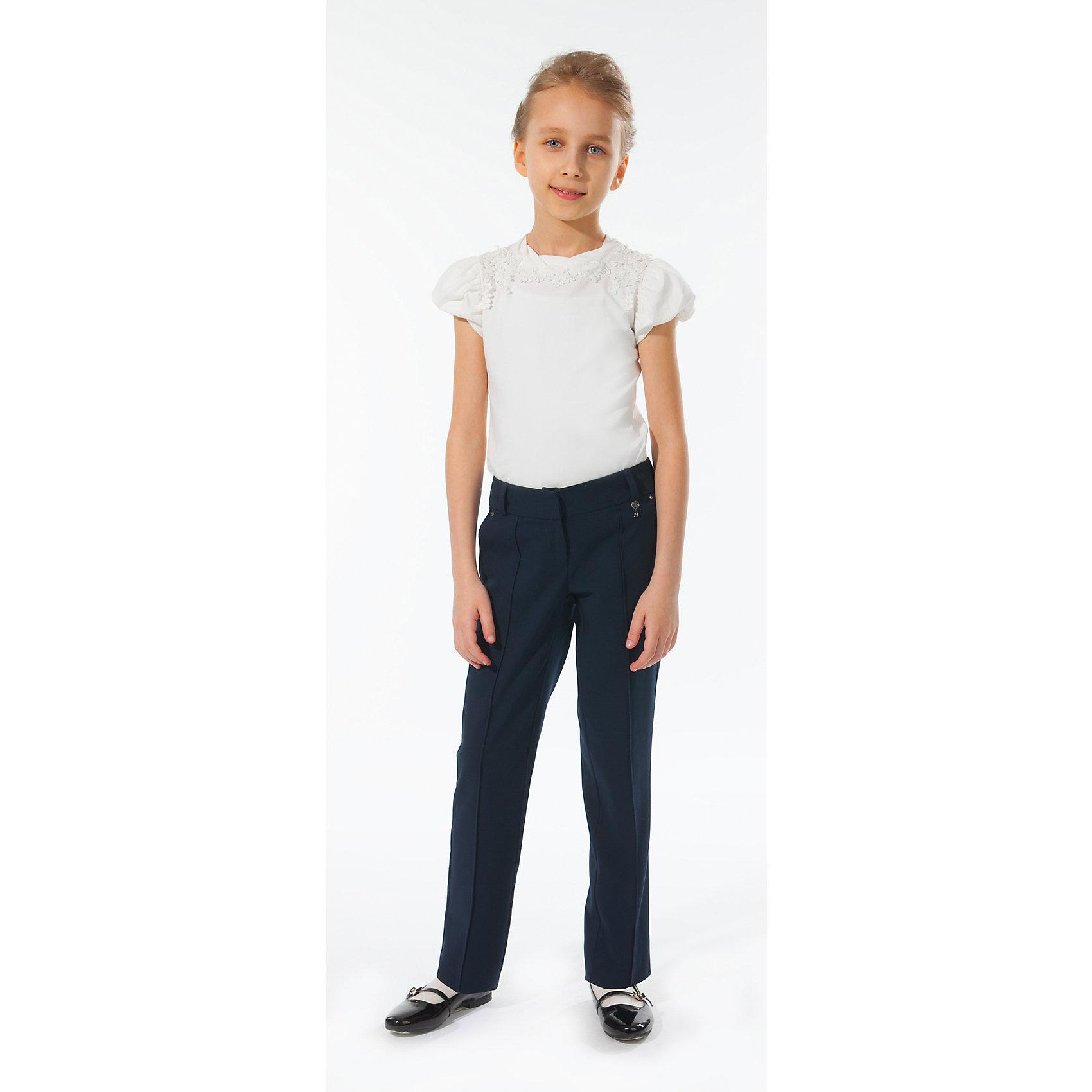 Брюки для девочки Silver SpoonБрюки для девочки Silver Spoon (Сильвер Спун) - идеальная модель для школьных занятий. Стильные брюки обязательно понравятся маленькой моднице и позволят чувствовать себя комфортно на протяжении всего дня. Модель очень мягкая и приятная на ощупь, не сковывает движений, не раздражает кожу и позволяет ей дышать. Брюки прямые со стрелками, застегиваются на пуговицу и молнию. Имеются два втачных кармана по бокам и имитация карманов с клапанами сзади. Также есть шлевки для ремня. Классический покрой позволяет использовать брюки в различных сочетаниях - с блузкой, пиджаками и другими предметами школьного гардероба. Все модели Сильвер Спун предназначены для повседневного интенсивного использования и выполнены из прочных тканей, которые позволяют вещам выглядеть великолепно на протяжении длительного срока эксплуатации. Рекомендуется ручная стирка, гладить при низкой температуре.<br><br>Дополнительная информация:<br><br>- Цвет: темно-синий.<br>- Материал: 63% полиэстер, 32% вискоза, 5% спандекс.<br> <br>Брюки для девочки, Silver Spoon (Сильвер Спун), можно купить в нашем интернет-магазине.<br><br>Ширина мм: 215<br>Глубина мм: 88<br>Высота мм: 191<br>Вес г: 336<br>Цвет: разноцветный<br>Возраст от месяцев: 120<br>Возраст до месяцев: 132<br>Пол: Женский<br>Возраст: Детский<br>Размер: 146,140,134,152,164,158,128<br>SKU: 4145974