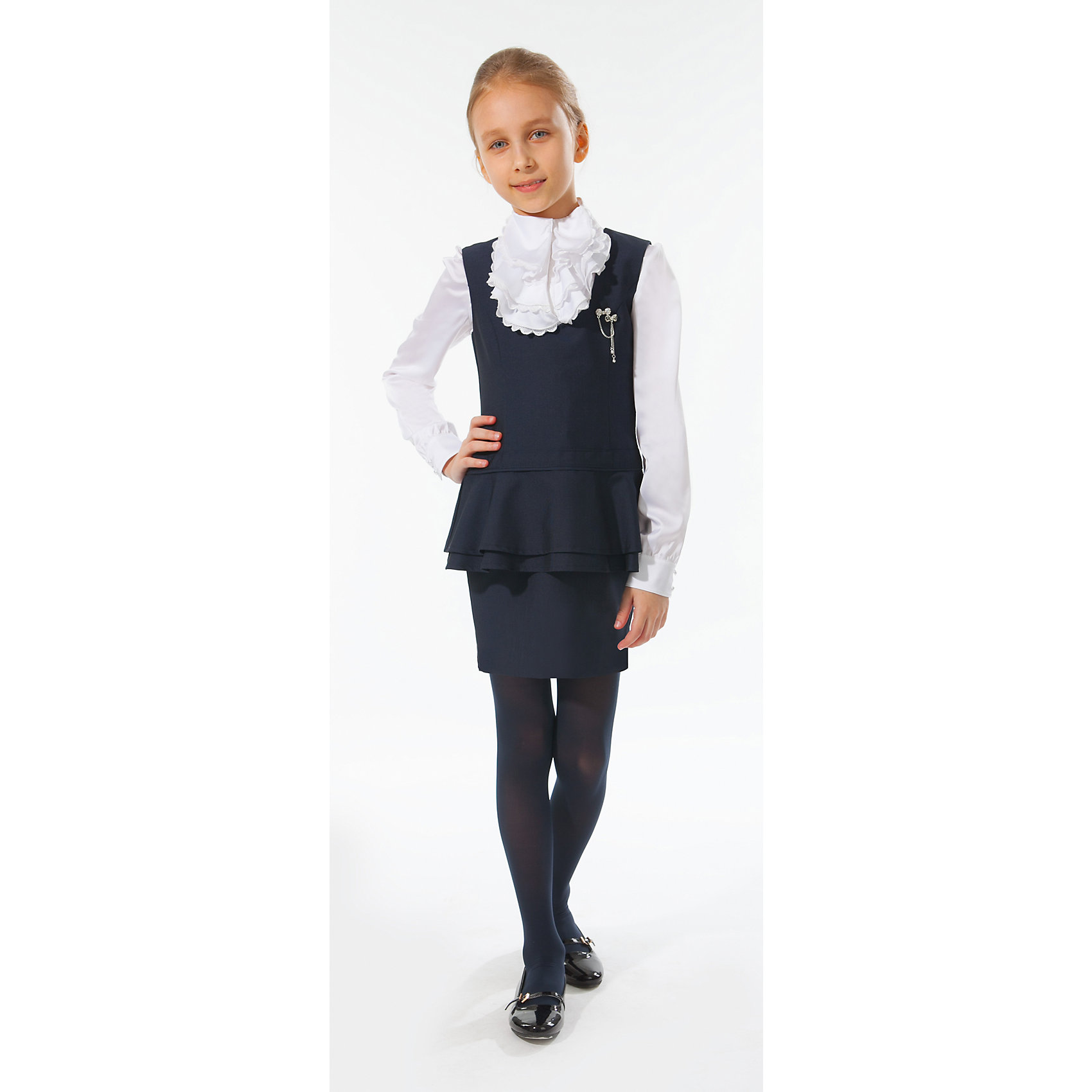 Сарафан Silver SpoonПлатья и сарафаны<br>Сарафан Silver Spoon (Сильвер Спун) - замечательно решение для маленьких модниц, которые хотят и на школьных занятиях выглядеть стильно и неповторимо. Элегантная модель очень легкая и комфортная, ткань приятна на ощупь, не раздражает кожу и позволяет ей дышать. У сарафана приталенный силуэт с прямой юбкой, широкие бретельки, горловина с округлым вырезом. В талии имеется декоративная вставка в два яруса, украшение в виде съемной брошки. Сарафан отлично сочетается с блузками, рубашками и водолазками. Все модели Сильвер Спун предназначены для повседневного интенсивного использования и выполнены из прочных тканей, которые позволяют вещам выглядеть великолепно на протяжении длительного срока эксплуатации. Рекомендуется щадящая ручная стирка, гладить при низкой температуре.<br><br>Дополнительная информация:<br><br>- Цвет: темно-синий.<br>- Материал: 81% полиэстер, 19% вискоза.<br> <br>Сарафан, Silver Spoon (Сильвер Спун), можно купить в нашем интернет-магазине.<br><br>Ширина мм: 236<br>Глубина мм: 16<br>Высота мм: 184<br>Вес г: 177<br>Цвет: синий<br>Возраст от месяцев: 132<br>Возраст до месяцев: 144<br>Пол: Женский<br>Возраст: Детский<br>Размер: 152,128,140,146,134<br>SKU: 4146154