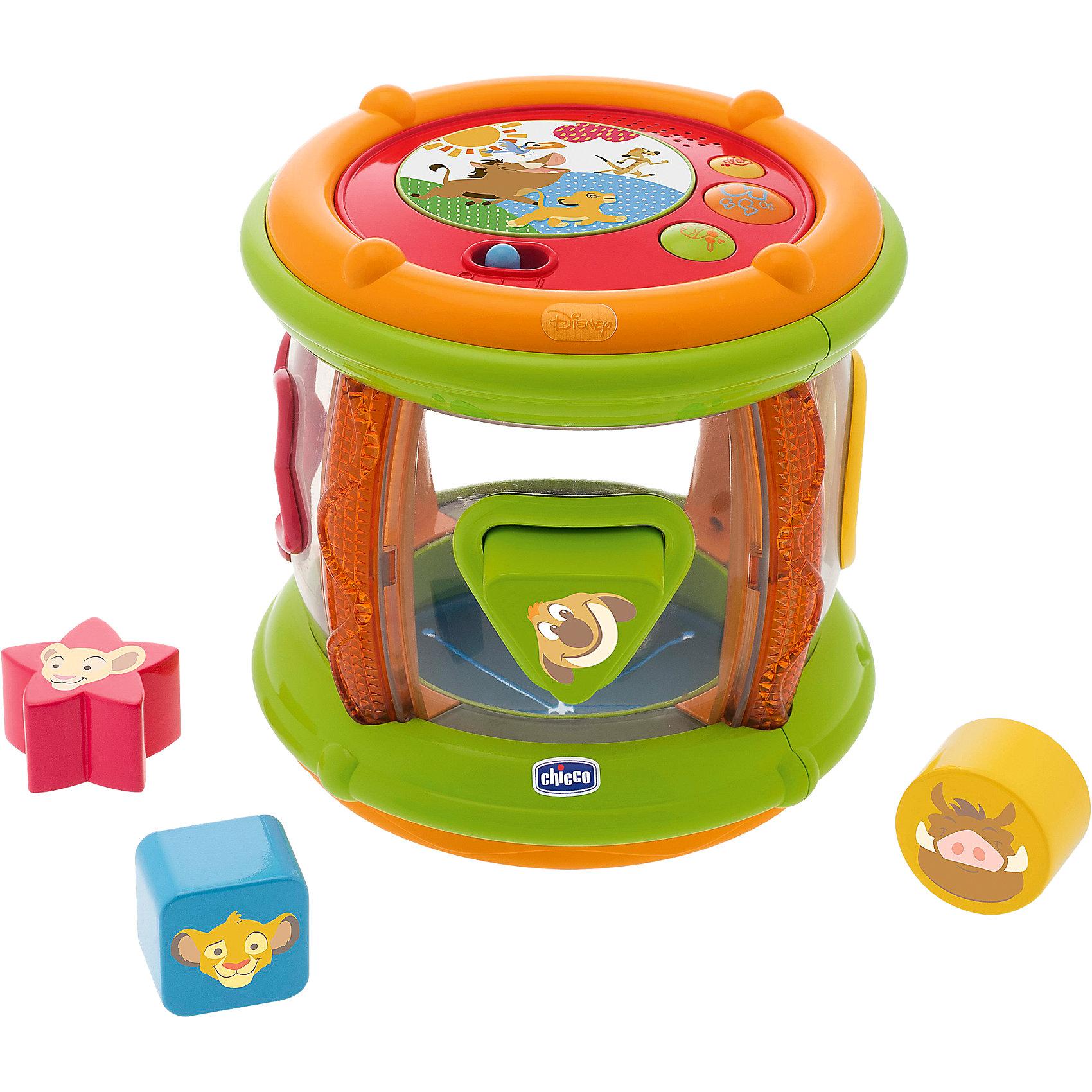 Музыкальный барабан Король Лев, Disney, CHICCOСортеры<br>Музыкальный барабан Король Лев, Disney, CHICCO (ЧИКО) – это 3 в 1 электронный барабан, сортер и роллер.<br>Музыкальный барабан от Chicco (Чико) c полюбившимися персонажами из анимационного фильма «Король Лев» перенесет вашего малыша в мир Disney! Игрушка включает в себя три интересные функции. Игрушка-сортер: 4 разноцветные фигурки разной формы нужно вставлять в соответствующие отверстия. Развивает логическое мышление, мелкую моторику и координацию. Музыкальная игрушка: кнопки запускают веселые мелодии, звуковые эффекты и звуки барабана. Развивает слуховое восприятие и музыкальные способности. Игрушка-роллер: благодаря цилиндрической форме игрушку можно катить, и ребенок будет охотно ползать за ней. Влияет на развитие координации и опорно-двигательного аппарата. Поможет малышу научиться ползать. С такой игрушкой ребенку не будет скучно!<br><br>Дополнительная информация:<br><br>- В наборе: барабан, 4 фигурных элемента разной формы<br>- Размер: 18 х 18 х 18 см.<br>- Материал: пластик<br>- Батарейки: 2 x AA 1.5V (входят в комплект)<br><br>Музыкальный барабан Король Лев, Disney, CHICCO (ЧИКО) можно купить в нашем интернет-магазине.<br><br>Ширина мм: 229<br>Глубина мм: 192<br>Высота мм: 201<br>Вес г: 1050<br>Возраст от месяцев: 6<br>Возраст до месяцев: 36<br>Пол: Унисекс<br>Возраст: Детский<br>SKU: 4162849