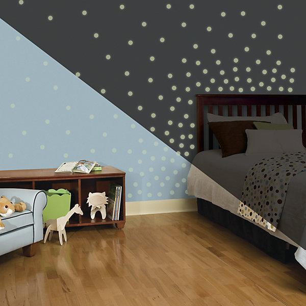 Наклейки для декора Мерцающие точки (светятся в темноте)Детские предметы интерьера<br>Наклейки для декора Мерцающие точки от знаменитого производителя RoomMates станут украшением вашей квартиры! Придайте комнате другой вид с новым набором наклеек для декора, который светится в темноте! Наклейки, входящие в набор, содержат 180 точек. Наклейки светятся в темноте мягким светом! Прекрасный вариант для родителей, ребенок которых боится темноты. Всего в наборе 180 стикеров. Наклейки не нужно вырезать - их следует просто отсоединить от защитного слоя и поместить на стену или любую другую плоскую гладкую поверхность. Наклейки многоразовые: их легко переклеивать и снимать со стены, они не оставляют липких следов на поверхности. Пожалуйста, обратите внимание на то, что для достижения эффекта свечения наклейки должны побыть под воздействием прямого солнечного света! В каждой индивидуальной упаковке Вы можете найти 4 листа с различными наклейками! Таким образом, покупая наклейки фирмы RoomMates, Вы получаете гораздо больший ассортимент наклеек, имея возможность украсить ими различные поверхности в доме.<br><br>Ширина мм: 291<br>Глубина мм: 126<br>Высота мм: 27<br>Вес г: 176<br>Цвет: белый<br>Возраст от месяцев: 96<br>Возраст до месяцев: 168<br>Пол: Унисекс<br>Возраст: Детский<br>SKU: 4175053