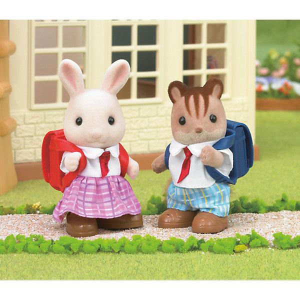 Набор Школьные друзья, Sylvanian FamiliesSylvanian Families<br>Sylvanian Families (Сильваниан Фэмилис) - целый мир, в котором живут маленькие милые зверята -  кролики, белки, медведи, лисы и многие другие. У каждого из них есть дом. Неразлучные друзья, кролик и бельчонок обязательно понравятся малышам. Игрушка прекрасно подходит для сюжетно-ролевых игр детей, развивает социальные навыки, мелкую моторику и воображение. Способствует правильному формированию образца полной семьи. Все детали набора выполнены их высококачественных, нетоксичных безопасных материалов. <br><br>Дополнительная информация:<br><br>- Комплектация: фигурки девочки молочного кролика и мальчика бельчонка в школьной форме с рюкзаками и обувью.<br>- Материал: пластик, текстиль, флок.<br>- Голова и лапки игрушек поворачиваются.<br>- Размер упаковки: 39х33х63 см.<br><br>Набор Школьные друзья, Sylvanian Families (Сильваниан Фэмилис), можно купить в нашем магазине.<br><br>Ширина мм: 188<br>Глубина мм: 156<br>Высота мм: 50<br>Вес г: 108<br>Возраст от месяцев: 36<br>Возраст до месяцев: 144<br>Пол: Женский<br>Возраст: Детский<br>SKU: 4177950