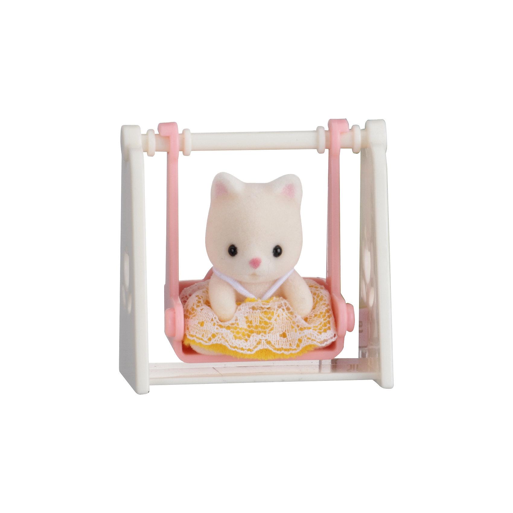 Набор Младенец в пластиковом сундучке  (кошка на качелях), Sylvanian FamiliesSylvanian Families (Сильваниан Фэмилис) - целый мир, в котором живут маленькие милые зверята -  кролики, белки, медведи, лисы и многие другие. У каждого из них есть дом. Познакомься с малышом-котенком, он еще совсем маленький и так нуждается в твоей помощи и заботе, посади его на качели и покачай, смотри, как он рад! Игрушка прекрасно подходит для сюжетно-ролевых игр детей, развивает социальные навыки, мелкую моторику и воображение. Все детали набора выполнены их высококачественных, нетоксичных безопасных материалов. <br><br>Дополнительная информация:<br><br>- Комплектация: малыш-котенок, качели.<br>- Материал: пластик, текстиль, флок.<br>- Голова и лапки поворачиваются.<br><br>Набор Младенец в пластиковом сундучке  (кролик в коляске), Sylvanian Families (Сильваниан Фэмилис), можно купить в нашем магазине.<br><br>Ширина мм: 275<br>Глубина мм: 267<br>Высота мм: 512<br>Вес г: 128<br>Возраст от месяцев: 36<br>Возраст до месяцев: 72<br>Пол: Женский<br>Возраст: Детский<br>SKU: 4177966