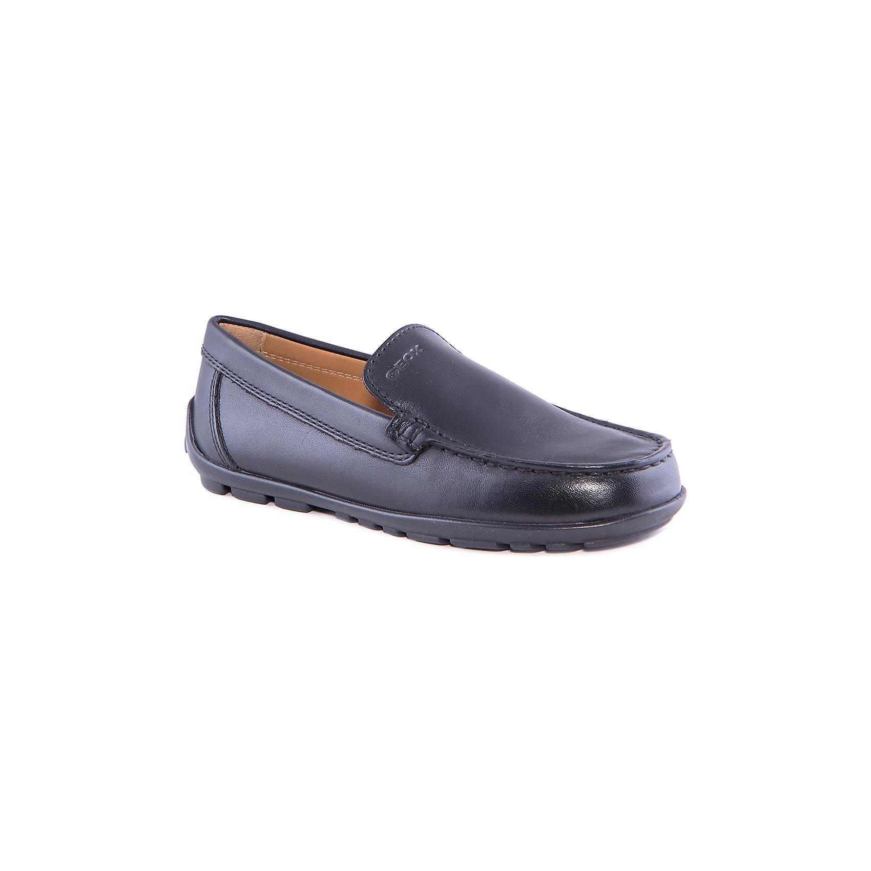 Мокасины для мальчика GEOXОбувь<br>Мокасины для мальчика от популярной марки GEOX.<br>Черные мокасины классической формы сделаны по уникальной технологии. Производитель обуви GEOX разработал специальную дышащую подошву, которая не пропускает влагу внутрь, а также высокотехнологичную стельку. Модель отлично подходит для школьного сезона.<br>Отличительные особенности модели:<br>- гибкая водоотталкивающая подошва с дышащей мембраной;<br>- мягкий и легкий верх;<br>- эргономичная форма;<br>- комфортное облегание;<br>- ударопрочная антибактериальная стелька;<br>- защита пятки и пальцев;<br>- верх обуви и подкладка сделаны без использования хрома.<br>Дополнительная информация:<br>- Температурный режим: от +5° С  до + 20° С.<br>- Состав:<br>материал верха: кожа<br>материал подкладки: кожа<br>подошва: полимер.<br>Мокасины для мальчика GEOX (Геокс) можно купить в нашем магазине.<br><br>Ширина мм: 227<br>Глубина мм: 145<br>Высота мм: 124<br>Вес г: 325<br>Цвет: черный<br>Возраст от месяцев: 96<br>Возраст до месяцев: 108<br>Пол: Мужской<br>Возраст: Детский<br>Размер: 32,30,35,39,38,37,36,34,33,31,28,29<br>SKU: 4178115
