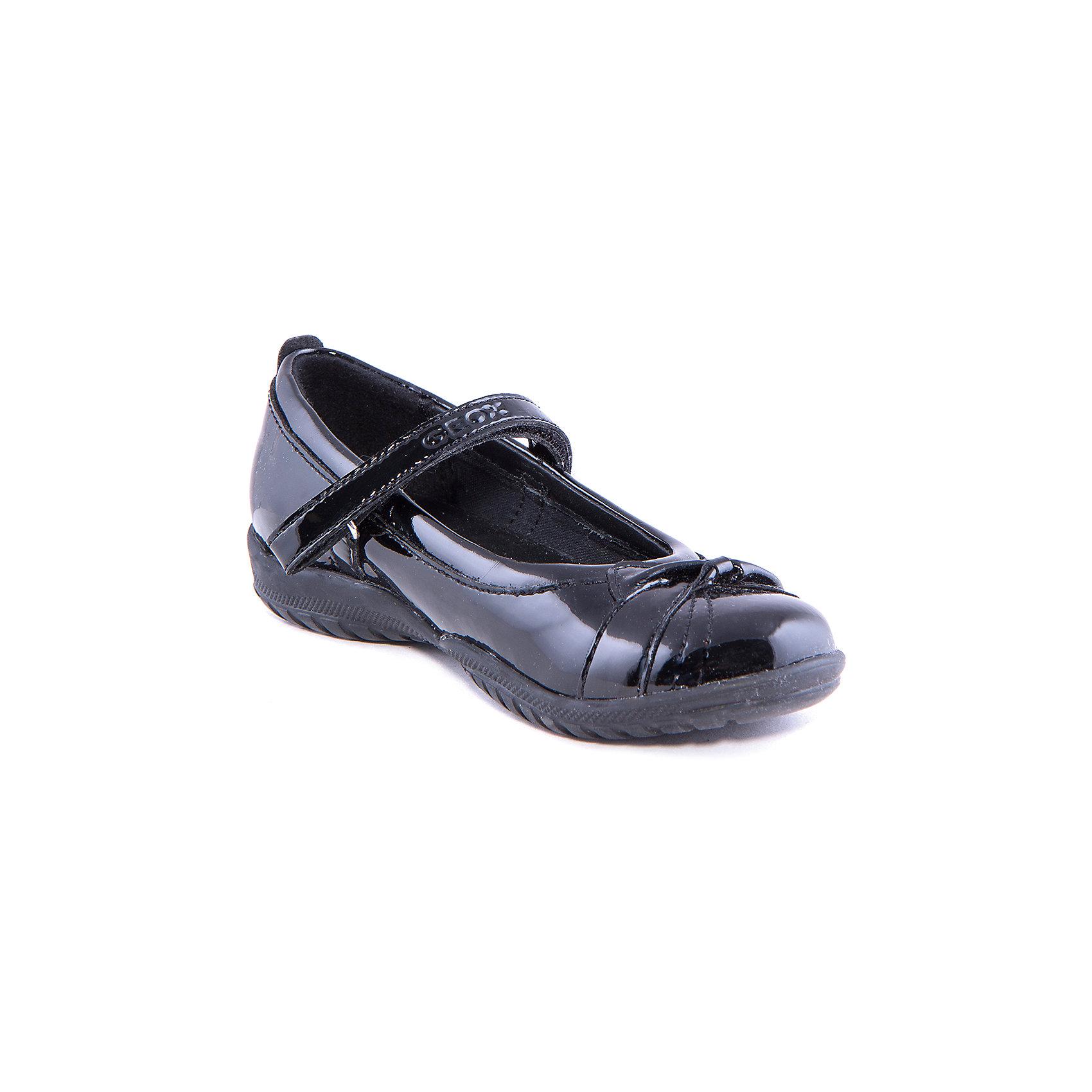 Туфли для девочки GEOXСтильные лакированные туфли от известного бренда GEOX займут достойное место в гардеробе юной модницы. Модель черного цвета прекрасно подходит как для праздника, так и для повседневной носки. Туфли застегиваются на липучку, декорированы отстрочкой. <br><br>Дополнительная информация:<br><br>- Температурный режим: от 15?до 25?.<br>- Тип застежки: липучка. <br>- Цвет: черный (лак).<br>- Декоративные элементы: отстрочка.<br><br>Состав:<br>- Верх: искусственная кожа, текстиль.<br>- Подкладка: натуральная кожа, текстиль.<br>- Подошва: полимерные материалы.<br>- Стелька: натуральная кожа.<br><br>Туфли для девочки, GEOX (Геокс), можно купить в нашем магазине.<br><br>Ширина мм: 227<br>Глубина мм: 145<br>Высота мм: 124<br>Вес г: 325<br>Цвет: черный<br>Возраст от месяцев: 72<br>Возраст до месяцев: 84<br>Пол: Женский<br>Возраст: Детский<br>Размер: 30,35,29,31,34,36,37,33,32<br>SKU: 4178237