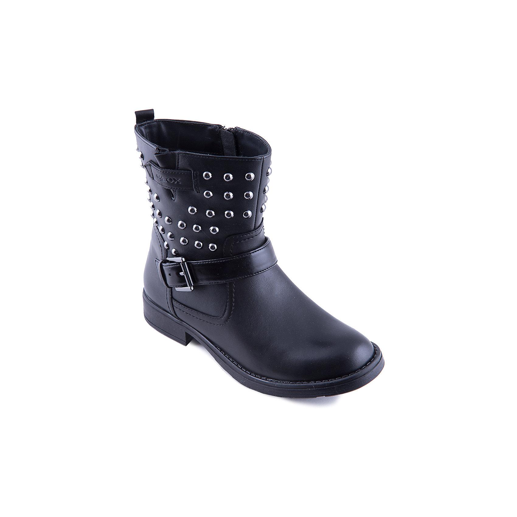 Полусапожки для девочки GEOXПолусапожки для девочки от популярной марки GEOX.<br>Эти стильные черные полусапоги сделаны по уникальной технологии. Производитель обуви GEOX разработал специальную дышащую подошву, которая не пропускает влагу внутрь, а также высокотехнологичную стельку. Полусапожки отлично садятся по ноге. Голенище украшено металлическими элементами и пряжкой.<br>Отличительные особенности модели:<br>- гибкая водоотталкивающая подошва с дышащей мембраной;<br>- мягкий и легкий верх;<br>- эргономичная форма;<br>- удобная застежка-молния;<br>- комфортное облегание;<br>- ударопрочная антибактериальная стелька;<br>- защита пятки и пальцев;<br>- верх обуви и подкладка сделаны без использования хрома.<br>Дополнительная информация:<br>- Температурный режим: от - 10° С  до + 15° С.<br>- Состав:<br>материал верха: кожа, текстиль<br>материал подкладки: кожа,  текстиль<br>подошва: полимер.<br>Полусапожки для девочки GEOX (Геокс) можно купить в нашем магазине.<br><br>Ширина мм: 257<br>Глубина мм: 180<br>Высота мм: 130<br>Вес г: 420<br>Цвет: черный<br>Возраст от месяцев: 168<br>Возраст до месяцев: 192<br>Пол: Женский<br>Возраст: Детский<br>Размер: 38,39,41,36,37,40<br>SKU: 4178924