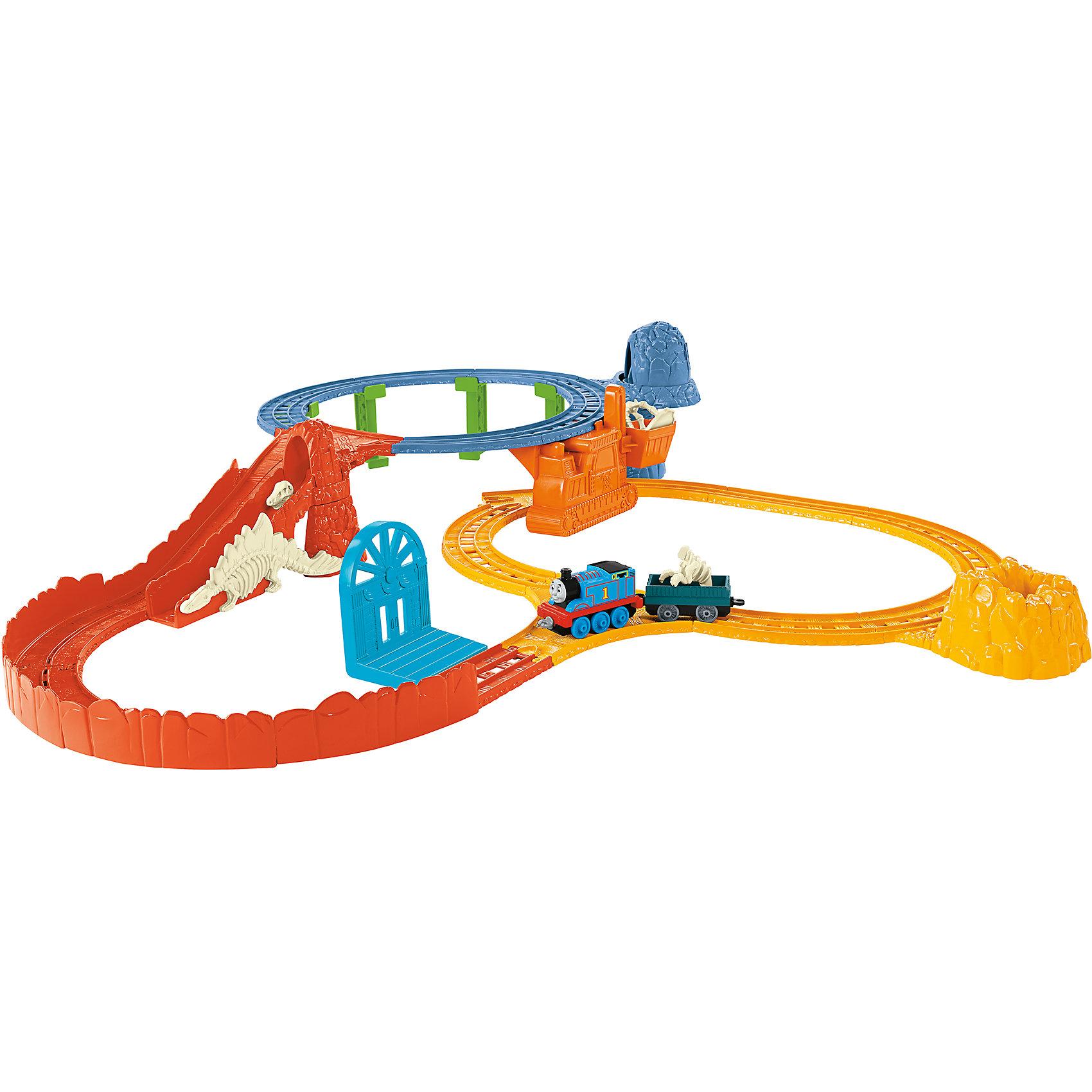 Раскопки Динозавров, Томас и его друзьяПопулярные игрушки<br>На месте раскопок динозавров у Томаса много работы! Ему необходимо найти все останки динозавра, чтобы затем доставить его в музей. Свое путешествие Томас начинает на верхней петле, далее по горному склону, направляется к обрыву и к нижнему уровню в кратер. Все кости динозавра собраны, и он займет свое место в музее!<br><br>Дополнительная информация:<br><br>В набор входят:<br>- Паровозик Томас <br>- Двери для побега<br>- Ковшовый транспортер<br>- Рампа для съезда Томаса <br>- Набор из трех костей для сборки динозавра <br>- Фрагменты железной дороги.<br><br>Раскопки Динозавров, Томас и его друзья можно купить в нашем магазине.<br><br>Ширина мм: 280<br>Глубина мм: 410<br>Высота мм: 70<br>Вес г: 845<br>Возраст от месяцев: 36<br>Возраст до месяцев: 96<br>Пол: Мужской<br>Возраст: Детский<br>SKU: 4190724