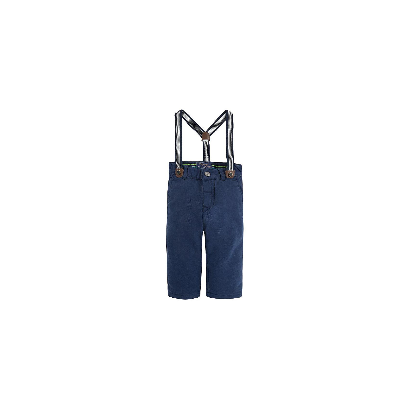 Брюки для мальчика MayoralБрюки для мальчика от популярной испанской марки Mayoral.<br><br>Стильные брюки от бренда Mayoral (Майорал) станут ярким акцентом в гардеробе ребенка. Они отлично садятся по фигуре, смотрятся очень модно и эффектно. <br>Продуманный крой и качественный материал обеспечивают комфорт для детей при ношении этой вещи. Натуральный хлопок в составе ткани делает ее дышащей и приятной на ощупь.<br><br>Модель имеет следующие особенности:<br><br>- хлопковая ткань синего цвета;<br>- карманы;<br>- шлевки для ремня;<br>- объем талии регулируется внутренней резинкой;<br>- в комплекте идут модные подтяжки.<br><br>Дополнительная информация:<br><br>Состав: 100% хлопок<br><br>Уход за изделием:<br><br>стирка в машине при температуре до 30°С,<br>не отбеливать,<br>гладить на низкой температуре.<br> <br>Габариты:<br><br>длина штанин по внутреннему шву – 22 см.<br><br>*Числовые параметры соответствуют росту 74<br><br>Брюки для мальчика Mayoral (Майорал) можно купить в нашем магазине.<br><br>Ширина мм: 215<br>Глубина мм: 88<br>Высота мм: 191<br>Вес г: 336<br>Цвет: синий<br>Возраст от месяцев: 9<br>Возраст до месяцев: 12<br>Пол: Мужской<br>Возраст: Детский<br>Размер: 80,86,92<br>SKU: 4191124