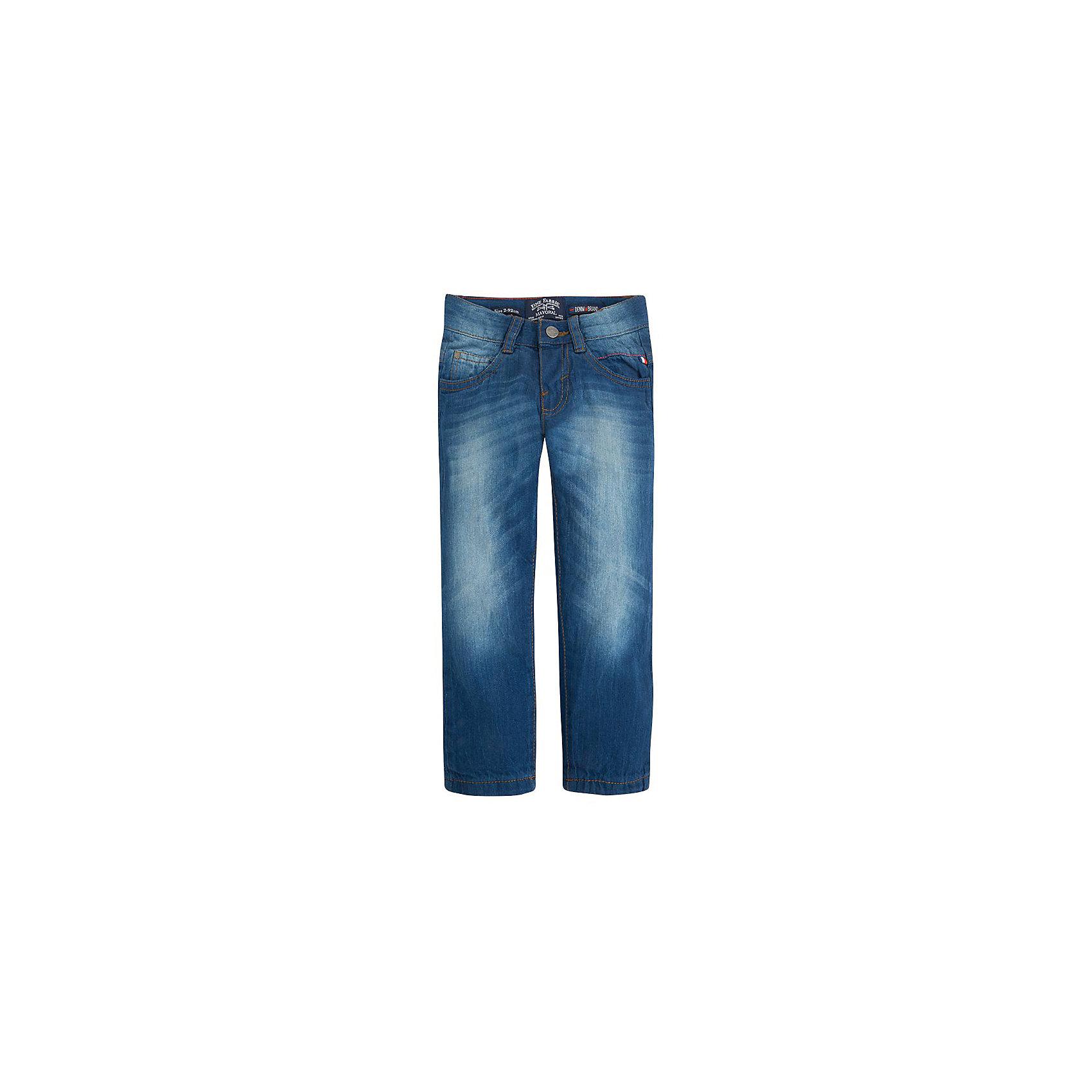 Джинсы для мальчика MayoralДжинсы для мальчика от популярной испанской марки Mayoral.<br><br>Стильные удобные брюки от известного испанского бренда Mayoral – отличный вариант универсальной одежды для ребенка. Удобный крой и качественный материал обеспечит ребенку комфорт при ношении этой вещи.<br>Модель имеет следующие особенности:<br><br>- натуральная джинсовая ткань классического синего цвета;<br>- наличие карманов, застежка - молния и пуговица;<br>- шлевки для ремня;<br>- объем талии регулируется внутренней резинкой.<br><br>Состав: 100% хлопок<br><br>Уход за изделием:<br><br>стирка в машине при температуре до 30°С,<br>не отбеливать,<br>гладить на низкой температуре.<br> <br>Габариты:<br><br>длина штанин по внутреннему шву – 56 см.<br><br>*Числовые параметры соответствуют росту 122<br><br>Джинсы для мальчика Mayoral (Майорал) можно купить в нашем магазине.<br><br>Ширина мм: 215<br>Глубина мм: 88<br>Высота мм: 191<br>Вес г: 336<br>Цвет: синий<br>Возраст от месяцев: 24<br>Возраст до месяцев: 36<br>Пол: Мужской<br>Возраст: Детский<br>Размер: 98,128,122,92,104,110,116,134<br>SKU: 4191920