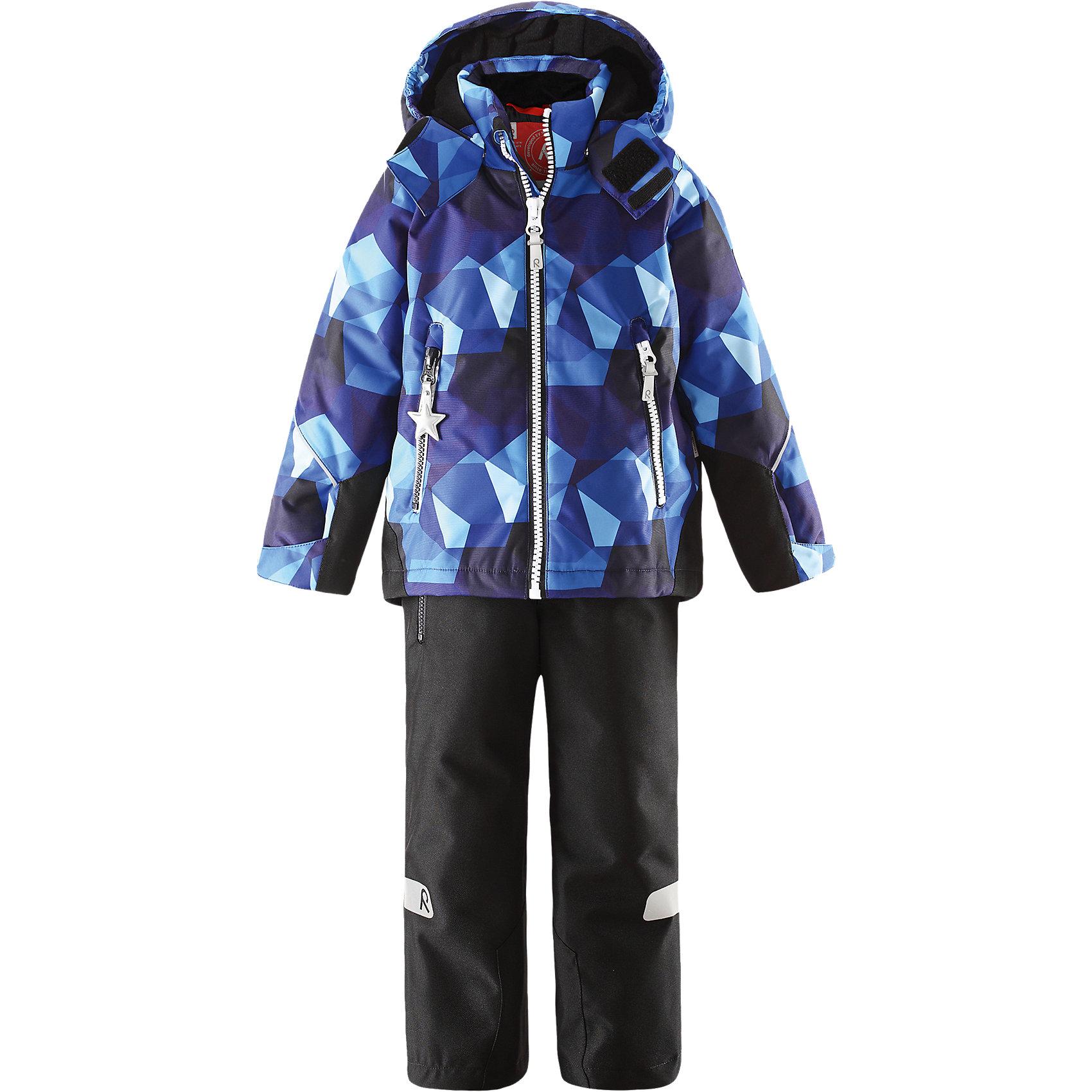 Комплект: куртка и брюки для мальчика ReimaКомплект: куртка и брюки для мальчика от финской марки Reima.<br>*Детская водонепроницаемая зимняя куртка Kiddo <br>*Основные швы проклеены, водонепроницаемы<br>*Безопасный съемный капюшон<br>*Прочные усиленные вставки на подоле сзади и манжетах * Два кармана на молнии<br>*Регулируемый подол и манжеты<br>*Множество светоотражающих элементов<br>*Утеплитель: куртка 160 грамм, брюки 120 грамм (100% полиэстер)<br>* Детские водонепроницаемые зимние брюки Kiddo® <br>* Все швы проклеены, водонепроницаемы<br>* Прочный материал<br>* Съемные регулируемые подтяжки<br>* Удлиненная нижняя часть сзади<br>* Ширинка на молнии<br>* Один карман на молнии<br>* Регулируемая ширина отворотов <br>* Отвороты на кнопке задерживают снег<br>Состав:<br>100% Полиэстер, Полиуретан-покрытие<br><br><br>Комплект: куртка и брюки для мальчика Reima (Рейма) можно купить в нашем магазине.<br><br>Ширина мм: 356<br>Глубина мм: 10<br>Высота мм: 245<br>Вес г: 519<br>Цвет: синий<br>Возраст от месяцев: 24<br>Возраст до месяцев: 36<br>Пол: Мужской<br>Возраст: Детский<br>Размер: 98,140,128,134,122,104,110,116,92<br>SKU: 4193828
