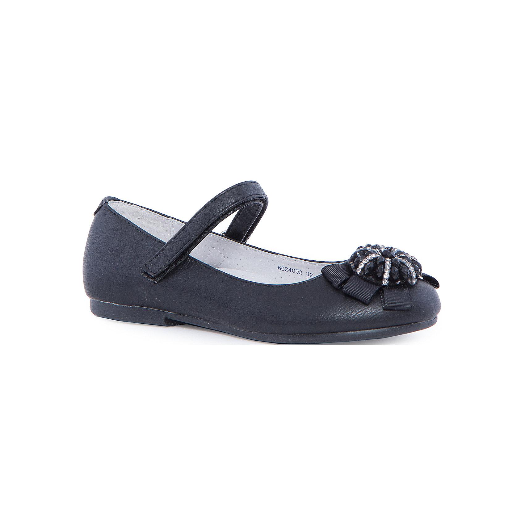 Туфли для девочки MURSUТуфли для девочки от известного финского бренда MURSU прекрасный вариант для тёплой погоды или же сменной обуви. Модель черного цвета застегивается на липучку, прекрасно сочетается с любой одеждой. Туфли имеют небольшой удобный каблук, декорированы оригинальным цветком  из текстиля и стразов. Подкладка и стелька из натуральной кожи обеспечивают комфорт, удобство и гигиеничность. <br><br>Дополнительная информация:<br><br>- Цвет: черный.<br>- Тип застежки: липучка.<br>- Декоративные элементы: цветок.<br><br>Состав:<br><br>- Материал верха: искусственная кожа.<br>- Материал подкладки: натуральная кожа.<br>- Материал подошвы: TEP.<br>- Материал стельки: натуральная кожа.<br><br>Туфли для девочки MURSU (Мурсу), можно купить в нашем магазине.<br><br>Ширина мм: 227<br>Глубина мм: 145<br>Высота мм: 124<br>Вес г: 325<br>Цвет: черный<br>Возраст от месяцев: 132<br>Возраст до месяцев: 144<br>Пол: Женский<br>Возраст: Детский<br>Размер: 33,35,31,36,34,32<br>SKU: 4195810