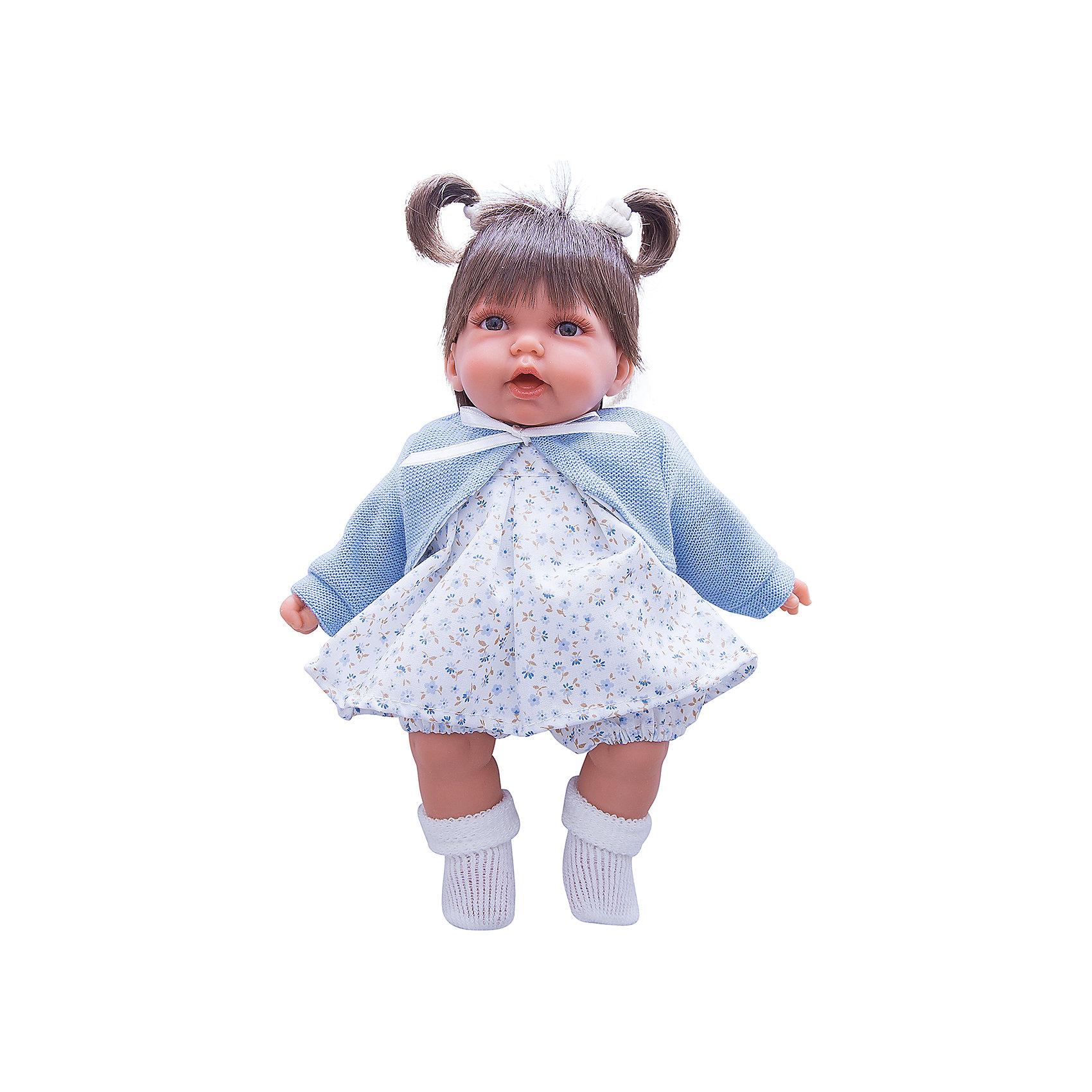 Кукла Элис в голубом, 27 см, Munecas Antonio JuanИнтерактивные куклы<br>Кукла Элис в голубом, 27 см, Munecas Antonio Juan (Мунекас Антонио Хуан) - эта очаровательная малышка покорит и детей, и родителей.<br>Кукла Элис выглядит как настоящий ребенок, а ее трогательный внешний вид вызывает только самые положительные и добрые эмоции. Эта чудесная милая малышка станет любимицей Вашей девочки и будет воспитывать в ней доброту, внимание и заботу. Личико куклы сделано с детальными прорисовками. Пухлые щечки и губки, выразительные глаза придают игрушке реалистичный вид. Ротик у куклы приоткрыт. Малышка Элис одета светлое платье в мелкий рисунок, голубую кофточку и белые носочки. Волосы завязаны в два хвостика. При нажатии на животик куклы, она весело смеется, а так же может позвать маму и папу. Тельце у куклы мягко-набивное, голова, ручки и ножки сделаны из высококачественного винила. Ручки и ножки подвижны. Кукла изготовлена из высококачественных и экологически чистых материалов, поэтому безопасна для детей любого возраста, соответствует всем нормам и требованиям к качеству детских товаров. Образы малышей Мунекас разработаны известными европейскими дизайнерами. Они натуралистичны, анатомически точны.<br><br>Дополнительная информация:<br><br>- Интерактивные функции куклы: нажмите на животик 1 раз кукла засмеется, 2ой раз - кукла скажет мама, 3ий раз - скажет папа<br>- Глаза куклы не закрываются<br>- Высоты куклы: 27 см.<br>- Работает от 3-х батареек LR44 (таблетки) (батарейки входят в комплект)<br>- Материал: винил, текстиль<br><br>Куклу Элис в голубом, 27 см, Munecas Antonio Juan (Мунекас Антонио Хуан) можно купить в нашем интернет-магазине.<br><br>Ширина мм: 315<br>Глубина мм: 180<br>Высота мм: 145<br>Вес г: 650<br>Возраст от месяцев: 36<br>Возраст до месяцев: 84<br>Пол: Женский<br>Возраст: Детский<br>SKU: 4201310