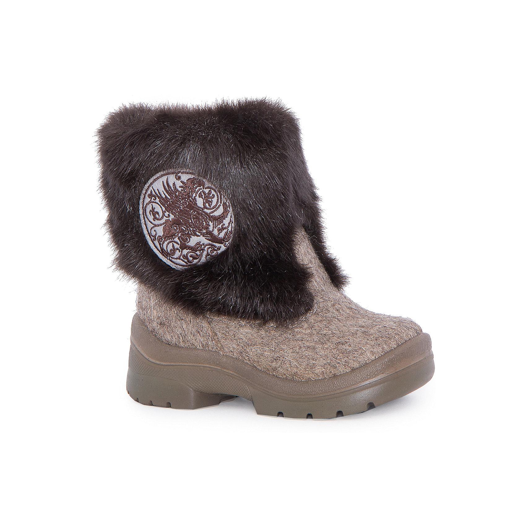 Валенки Грифон для мальчика ФилипокВаленки<br>Характеристики товара:<br><br>• цвет: серый<br>• температурный режим: от -5° С до -30° С<br>• внешний материал: эко-войлок (натуральная шерсть)<br>• подкладка: натуральная овечья шерсть<br>• стелька: шерстяной войлок (3,5 мм)<br>• подошва: литая, полиуретан<br>• декорированы искусственным мехом<br>• подошва с анти скользящей с системой протектора anti slip<br>• защита носка - натуральная кожа с износостойкой пропиткой<br>• усиленная пятка<br>• толстая устойчивая подошва<br>• страна бренда: РФ<br>• страна изготовитель: РФ<br><br>Очень теплые и удобные валенки для ребенка от известного бренда детской обуви Филипок созданы специально для русской зимы. Качественные материалы с пропиткой против попадания воды внутрь и модный дизайн понравятся и малышам и их родителям. Подошва и стелька обеспечат ребенку комфорт, сухость и тепло, позволяя в полной мере наслаждаться зимним отдыхом. Усиленная защита пятки и носка обеспечивает дополнительную безопасность детских ног в этих сапожках.<br>Эта красивая и удобная обувь прослужит долго благодаря отличному качеству. Производитель анти скользящее покрытие и амортизирующие свойства подошвы! Модель производится из качественных и проверенных материалов, которые безопасны для детей.<br><br>Валенки для мальчика от бренда Филипок можно купить в нашем интернет-магазине.<br><br>Ширина мм: 257<br>Глубина мм: 180<br>Высота мм: 130<br>Вес г: 420<br>Цвет: серый<br>Возраст от месяцев: 15<br>Возраст до месяцев: 18<br>Пол: Мужской<br>Возраст: Детский<br>Размер: 22,28,30,29,27,26,25,24,23<br>SKU: 4207348