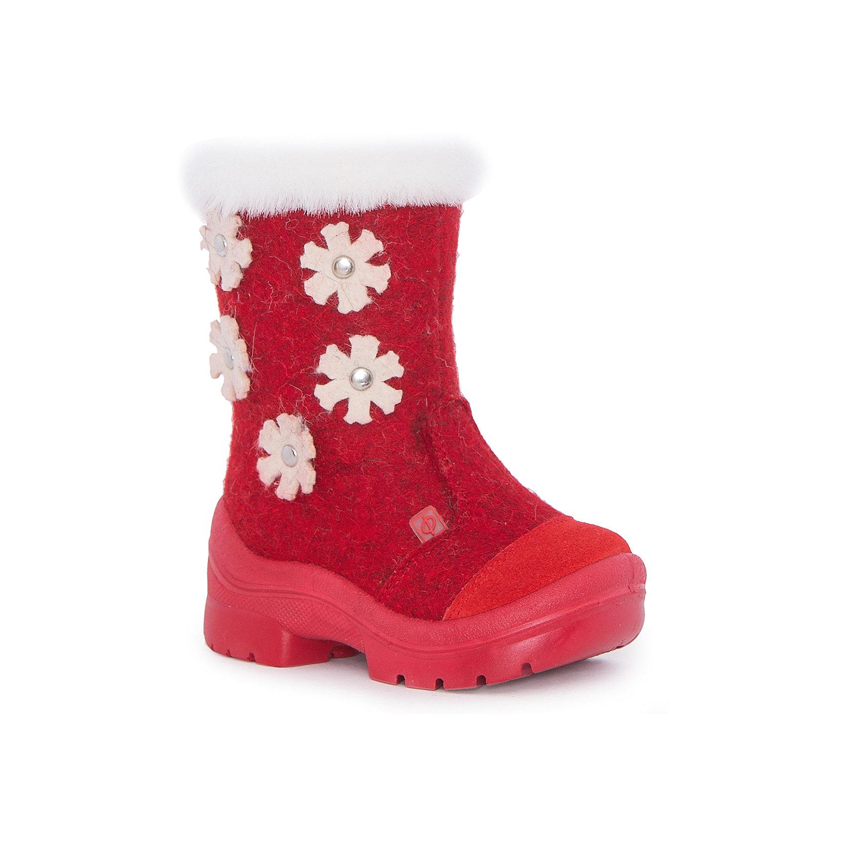 Валенки Зима-красна для девочки ФилипокВаленки<br>Характеристики товара:<br><br>• цвет: красный<br>• температурный режим: от -5° С до -30° С<br>• внешний материал: эко-войлок (натуральная шерсть)<br>• подкладка: натуральная овечья шерсть<br>• стелька: шерстяной войлок (3,5 мм)<br>• подошва: литая, полиуретан<br>• декорированы аппликацией и опушкой<br>• подошва с анти скользящей с системой протектора anti slip<br>• застежка: молния<br>• защита носка - натуральная кожа с износостойкой пропиткой<br>• усиленная пятка<br>• толстая устойчивая подошва<br>• страна бренда: РФ<br>• страна изготовитель: РФ<br><br>Очень теплые и удобные валенки для ребенка от известного бренда детской обуви Филипок созданы специально для русской зимы. Качественные материалы с пропиткой против попадания воды внутрь и модный дизайн понравятся и малышам и их родителям. Подошва и стелька обеспечат ребенку комфорт, сухость и тепло, позволяя в полной мере наслаждаться зимним отдыхом. Усиленная защита пятки и носка обеспечивает дополнительную безопасность детских ног в этих сапожках.<br>Эта красивая и удобная обувь прослужит долго благодаря отличному качеству. Производитель анти скользящее покрытие и амортизирующие свойства подошвы! Модель производится из качественных и проверенных материалов, которые безопасны для детей.<br><br>Валенки для девочки от бренда Филипок можно купить в нашем интернет-магазине.<br><br>Ширина мм: 257<br>Глубина мм: 180<br>Высота мм: 130<br>Вес г: 420<br>Цвет: красный<br>Возраст от месяцев: 15<br>Возраст до месяцев: 18<br>Пол: Женский<br>Возраст: Детский<br>Размер: 22,26,28,30,29,27,25,24,23<br>SKU: 4207368
