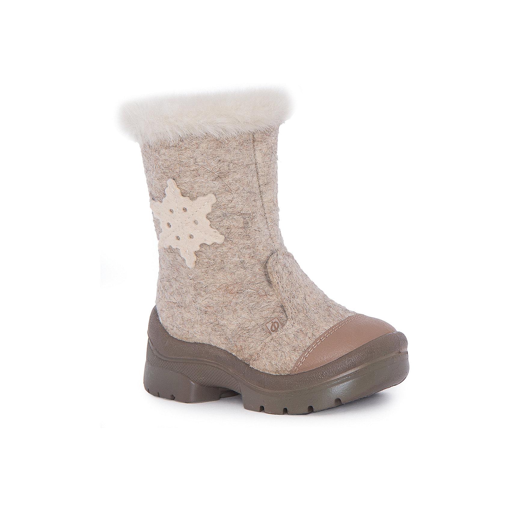 Валенки Молочный шоколад для девочки ФилипокВаленки<br>Характеристики товара:<br><br>• цвет: бежевый<br>• температурный режим: от -5° С до -30° С<br>• внешний материал: эко-войлок (натуральная шерсть)<br>• подкладка: натуральная овечья шерсть<br>• стелька: шерстяной войлок (3,5 мм)<br>• подошва: литая, полиуретан<br>• декорированы аппликацией и опушкой<br>• подошва с анти скользящей с системой протектора anti slip<br>• застежка: молния<br>• защита носка - натуральная кожа с износостойкой пропиткой<br>• усиленная пятка<br>• толстая устойчивая подошва<br>• страна бренда: РФ<br>• страна изготовитель: РФ<br><br>Очень теплые и удобные валенки для ребенка от известного бренда детской обуви Филипок созданы специально для русской зимы. Качественные материалы с пропиткой против попадания воды внутрь и модный дизайн понравятся и малышам и их родителям. Подошва и стелька обеспечат ребенку комфорт, сухость и тепло, позволяя в полной мере наслаждаться зимним отдыхом. Усиленная защита пятки и носка обеспечивает дополнительную безопасность детских ног в этих сапожках.<br>Эта красивая и удобная обувь прослужит долго благодаря отличному качеству. Производитель анти скользящее покрытие и амортизирующие свойства подошвы! Модель производится из качественных и проверенных материалов, которые безопасны для детей.<br><br>Валенки для девочки от бренда Филипок можно купить в нашем интернет-магазине.<br><br>Ширина мм: 257<br>Глубина мм: 180<br>Высота мм: 130<br>Вес г: 420<br>Цвет: бежевый<br>Возраст от месяцев: 24<br>Возраст до месяцев: 24<br>Пол: Женский<br>Возраст: Детский<br>Размер: 25,32,30,31,24,26,27,28,29<br>SKU: 4207378