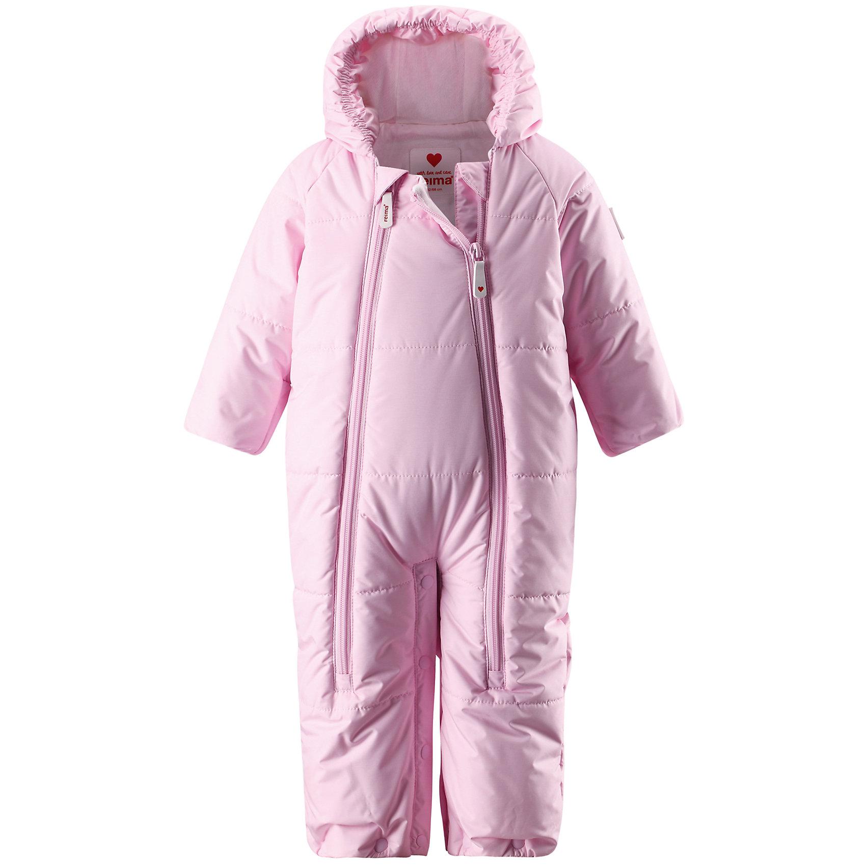 Комбинезон-конверт для девочки ReimaВодонепроницаемый зимний комбинезон для самых маленьких согреет во время прогулок в коляске. Этот зимний комбинезон-трансформер - лучшая одежда для дневного сна на свежем воздухе даже в холодные зимние деньки. Благодаря удобным кнопкам, комбинезон можно легко трансформировать в конверт. Подкладка комбинезона сделана из гладкой мягкой трикотажной ткани. Комбинезон застёгивается на молнию по всей длине, что облегчает одевание малыша. Ветронепроницаемый материал, отталкивающий воду и грязь, гарантирует новорожденным комфортные прогулки. Так как комбинезон сделан из материала, который не пропускает воздух, малыш не будет потеть и сможет спать в тепле и сухости. Благодаря подгибающимся рукавчикам, вашему малышу не понадобятся отдельные варежки для защиты крошечных ручек. Этот красивый комбинезон также удобен для поездок в автомобиле, так как его можно расстегнуть в области шагового шва, чтобы пристегнуть ремень безопасности.<br><br>Водоотталкивающий зимний комбинезон для самых маленьких<br>Трансформируется в конверт для новорожденных<br>Можно расстегнуть в области шагового шва для фиксации ремня безопасности<br>Две молнии спереди для лёгкого одевания<br>Гладкая, удобная подкладка из хлопчатобумажного трикотажа<br>Состав:<br>100% ПЭ, ПУ-покрытие<br>Высокая степень утепления (до - 30)<br><br>Конверт Reima (Рейма) можно купить в нашем магазине.<br><br>Ширина мм: 356<br>Глубина мм: 10<br>Высота мм: 245<br>Вес г: 519<br>Цвет: розовый<br>Возраст от месяцев: 2<br>Возраст до месяцев: 5<br>Пол: Женский<br>Возраст: Детский<br>Размер: 62,74,50<br>SKU: 4208007