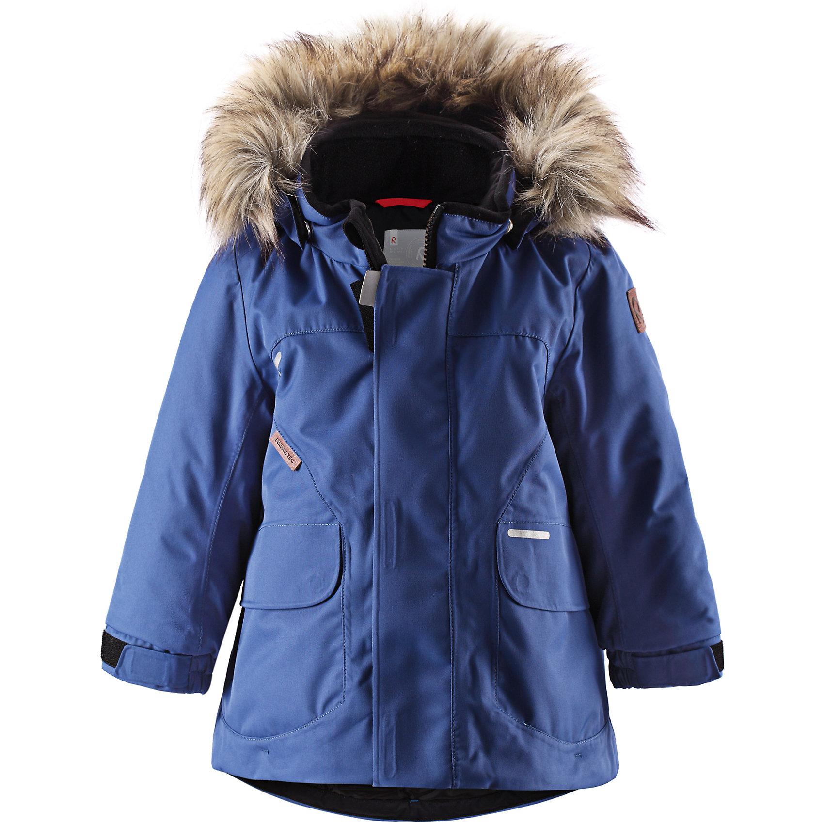 Куртка для мальчика Reimatec® ReimaЭта классическая куртка для малышей водо- и ветронепроницаема! Эта модная совершенно водонепроницаемая, но пропускающая воздух зимняя куртка сделана из сертифицированного материала bluesign®. Покупатель может быть уверен, что материал надёжен и создаётся с минимальным воздействием на окружающую среду и здоровье. Все швы проклеены, водонепроницаемы, чтобы вода или влага не попала внутрь на прогулке. Куртка прямого покроя с регулируемым подогнутым краем и манжетами подходит как для девочек, так и для мальчиков. Это идеальный выбор для прогулки по городу. В этой куртке также будет тепло и уютно попрыгать на игровой площадке. Отстёгивающаяся отделка из искусственного меха на капюшоне добавляет этому стилю элегантный штрих, а в большие карманы с клапанами можно класть варежки, когда заходишь домой передохнуть. Съёмный капюшон безопасен для игр на улице. Если закреплённый кнопками капюшон зацепится за что-нибудь, он легко отстегнётся. Выбери свой любимый цвет из трендов этого сезона!<br><br>Водонепроницаемая зимняя куртка для малышей<br>Основной одобренный материал - bluesign®<br>Безопасный съёмный капюшон с отстёгивающейся отделкой из искусственного меха<br>Удлинённые рукава<br>Большие карманы с клапанами<br>Состав:<br>100% ПА, ПУ-покрытие<br>Средняя степень утепления (до - 20)<br><br>Куртку Reimatec® (Рейматек) Reima (Рейма) можно купить в нашем магазине.<br><br>Ширина мм: 356<br>Глубина мм: 10<br>Высота мм: 245<br>Вес г: 519<br>Цвет: голубой<br>Возраст от месяцев: 6<br>Возраст до месяцев: 9<br>Пол: Мужской<br>Возраст: Детский<br>Размер: 74,98,80,86,92<br>SKU: 4208041
