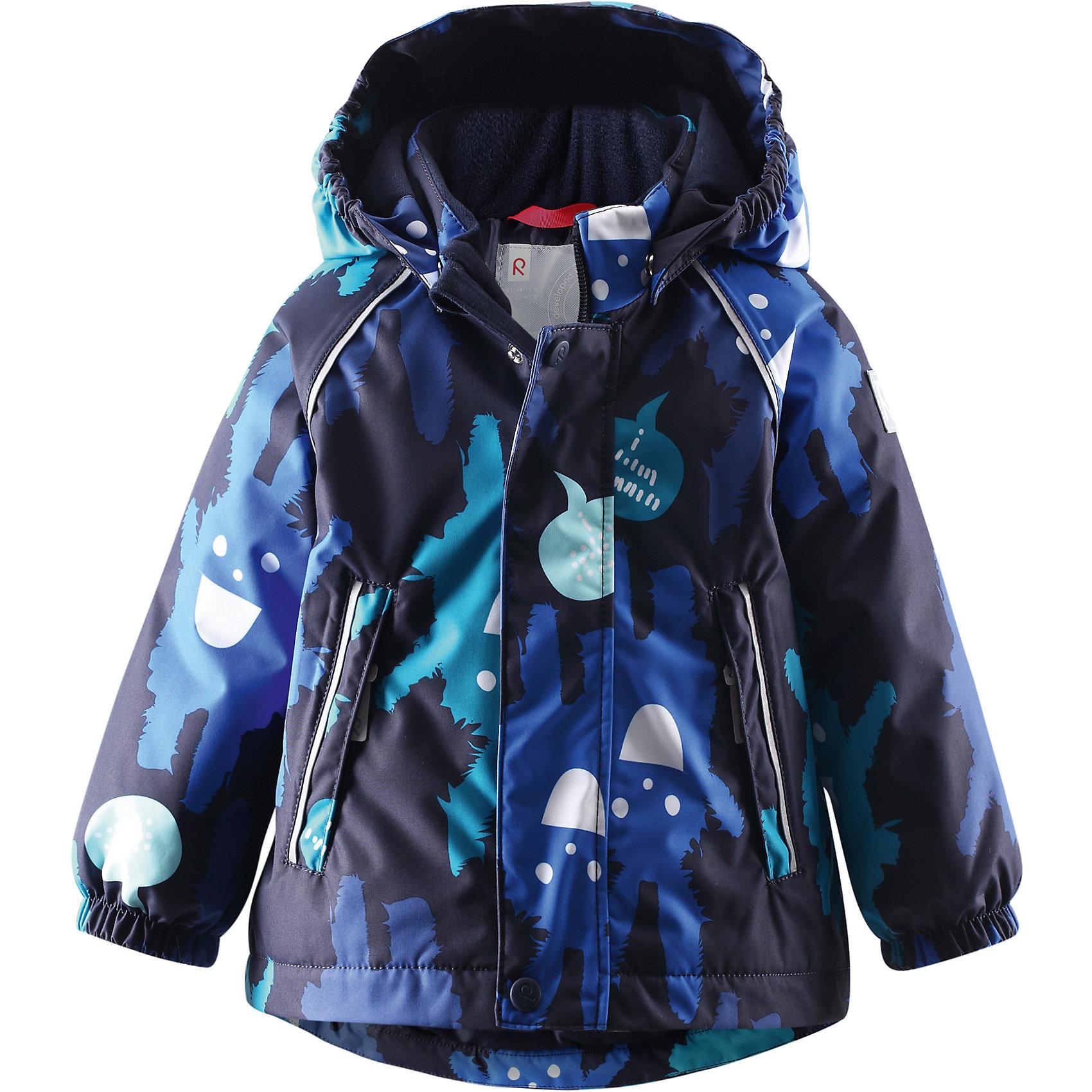 Куртка для мальчика Reimatec® ReimaГде же спрятался кролик? Водонепроницаемая зимняя мембранная куртка для малышей с весёлым принтом просто создана для зимних развлечений! Водонепроницаемая зимняя куртка сшита из ветронепроницаемого, пропускающего воздух материала, который отталкивает грязь и влагу. Все швы куртки от Reimatec® (Рейматек) проклеены, водонепроницаемы, чтобы никакая погода не смогла помешать весёлым зимним приключениям! Ткань пропускает воздух, поэтому ребёнок не вспотеет, как бы быстро он ни двигался. Чтобы куртка легко одевалась и удобно носилась с тёплым промежуточным слоем, она имеет подкладку из гладкого полиэстера. Вы заметили, что к куртке можно легко пристегнуть многие из промежуточных слоёв Reima? Благодаря удобным кнопкам для пристегивания промежуточного слоя к верхней одежде по системе Playlayers®, многие флисовые кофты можно пристегнуть к куртке, чтобы малышу было теплее и комфортнее. Съёмный и регулируемый капюшон не только защищает от холодного ветра, но и безопасен во время игр на свежем воздухе! Если закреплённый кнопками капюшон зацепится за что-нибудь, он легко отстегнётся. Капюшон отделан мягким полиэстером с начёсом. Когда пойдёте гулять, в карманы на молниях можно положить крошечные сокровища, а светоотражающие детали обеспечат видимость в темноте. Эта куртка не требует особого ухода. Можно сушить в центрифуге.<br><br>Водонепроницаемая зимняя куртка для малышей<br>Все швы проклеены, водонепроницаемы<br>Безопасный съёмный капюшон<br>Два кармана на молниях<br>Светоотражающие детали для безопасности<br>Состав:<br>100% ПЭ, ПУ-покрытие<br>Средняя степень утепления (до - 20)<br><br>Куртку Reimatec® (Рейматек) Reima (Рейма) можно купить в нашем магазине.<br><br>Ширина мм: 356<br>Глубина мм: 10<br>Высота мм: 245<br>Вес г: 519<br>Цвет: синий<br>Возраст от месяцев: 6<br>Возраст до месяцев: 9<br>Пол: Мужской<br>Возраст: Детский<br>Размер: 74,92,98,80,86<br>SKU: 4208095